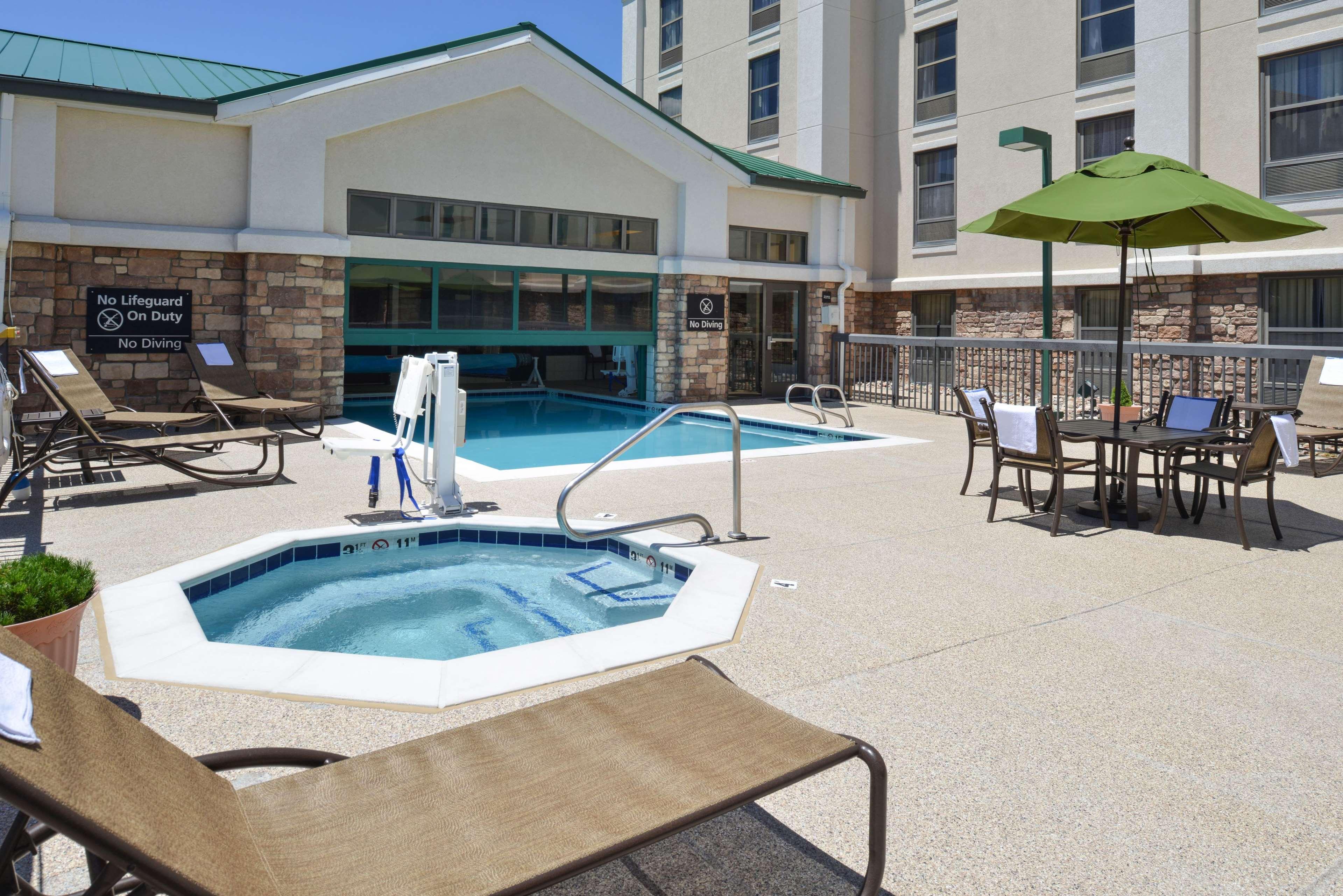 Hampton Inn & Suites Pueblo-Southgate image 8