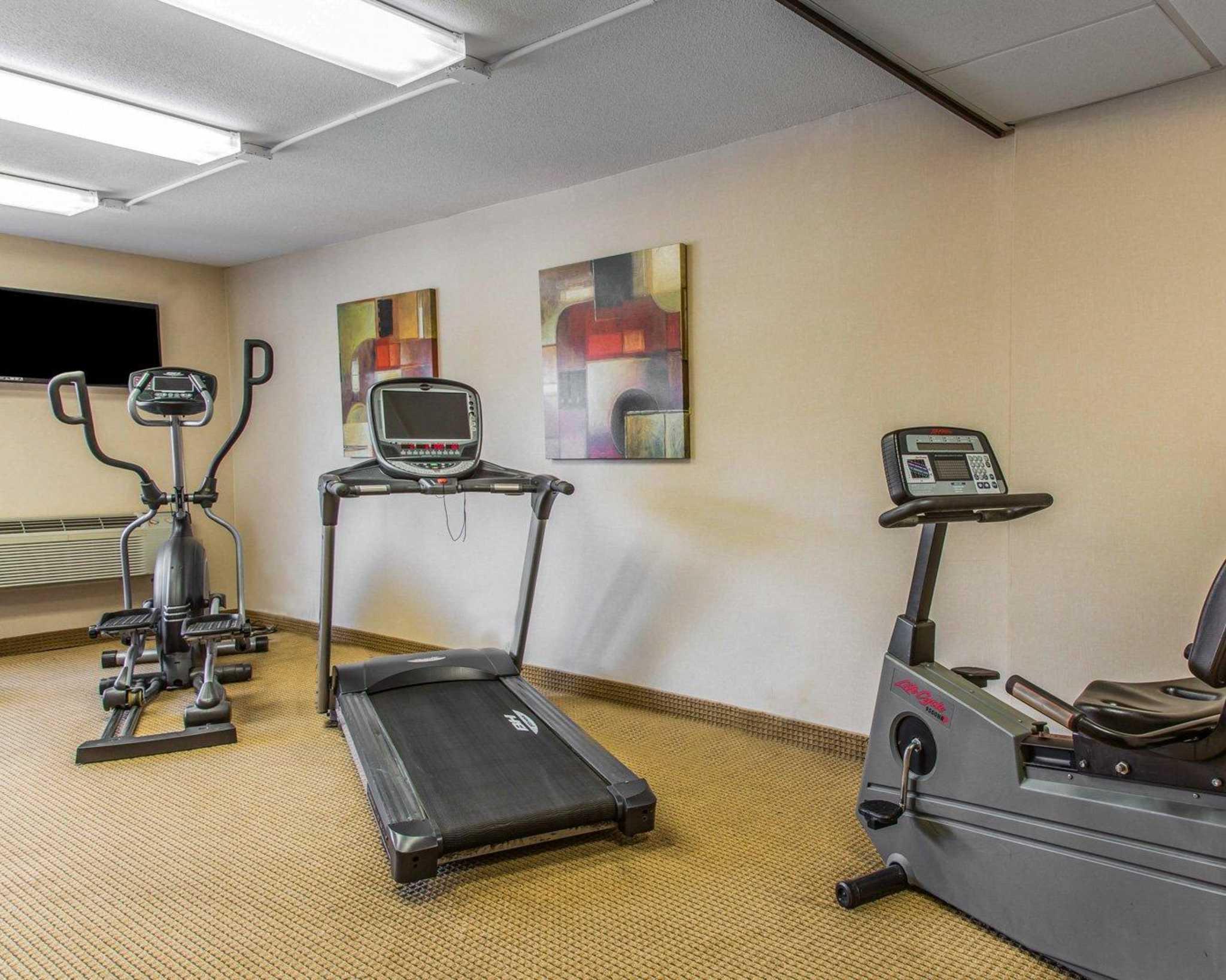 Rodeway Inn & Suites Bradley Airport image 8