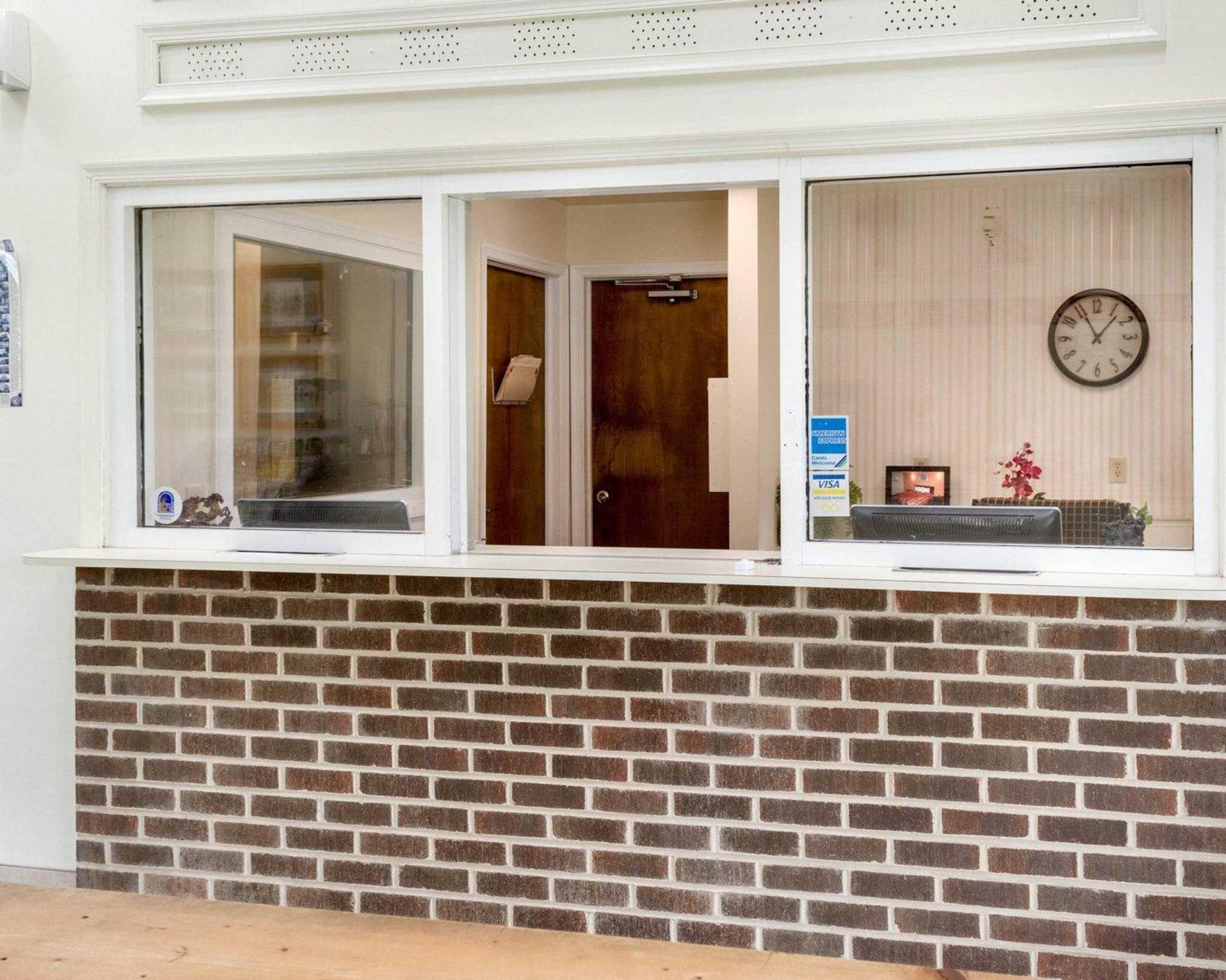 Econo Lodge Inn & Suites Carrollton Smithfield image 12