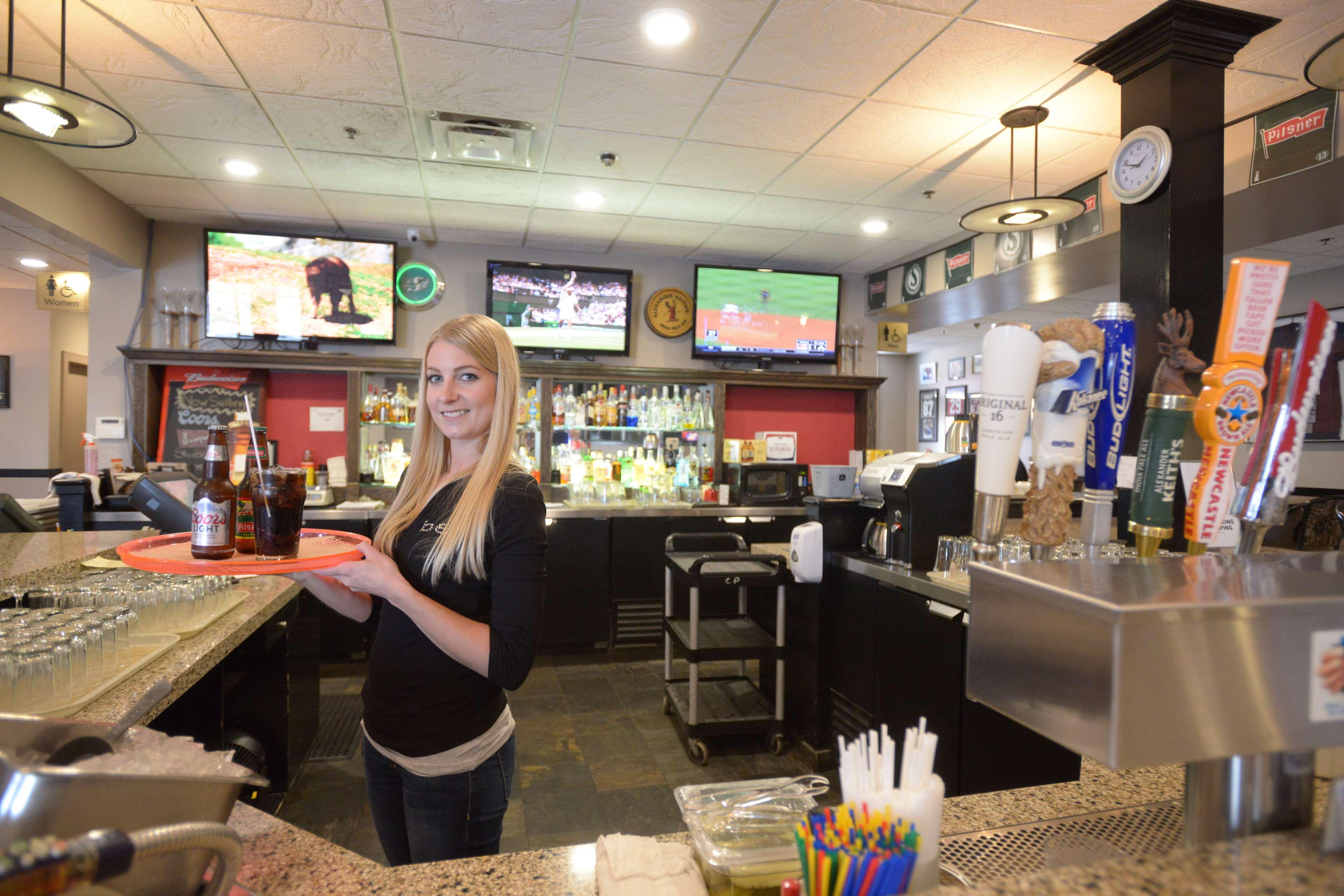SureStay Plus Hotel by Best Western Seven Oaks in Regina: Corner Pub