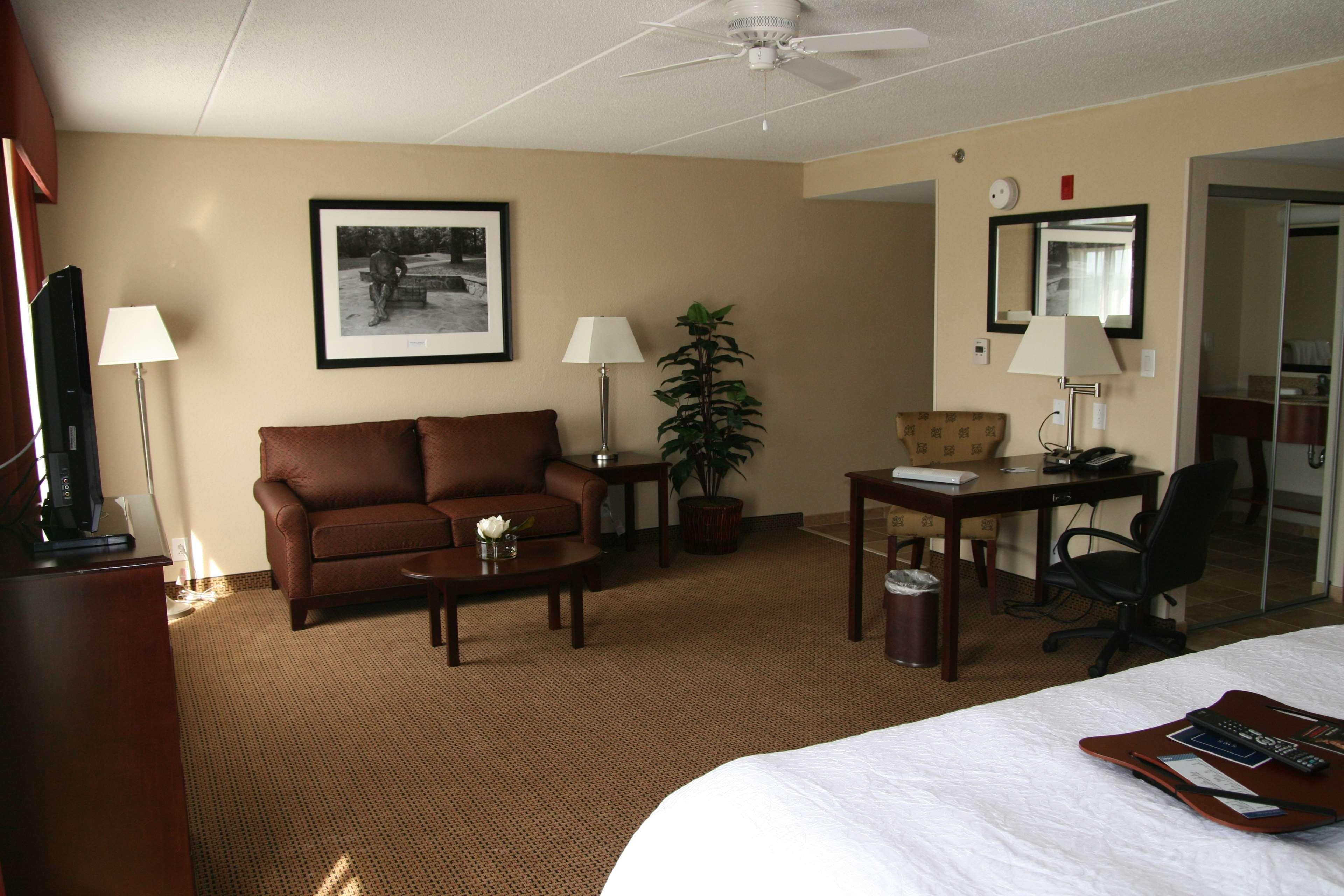 Hampton Inn & Suites Lanett-West Point image 25