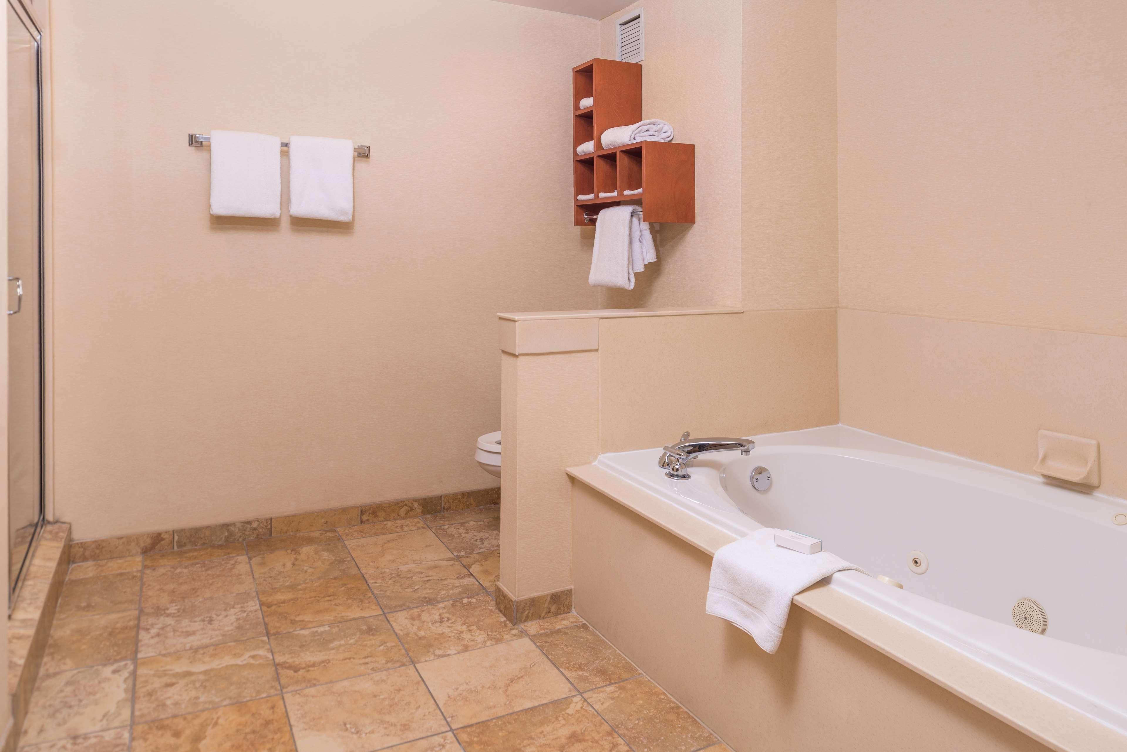 Hampton Inn & Suites Charlotte-Arrowood Rd. image 14