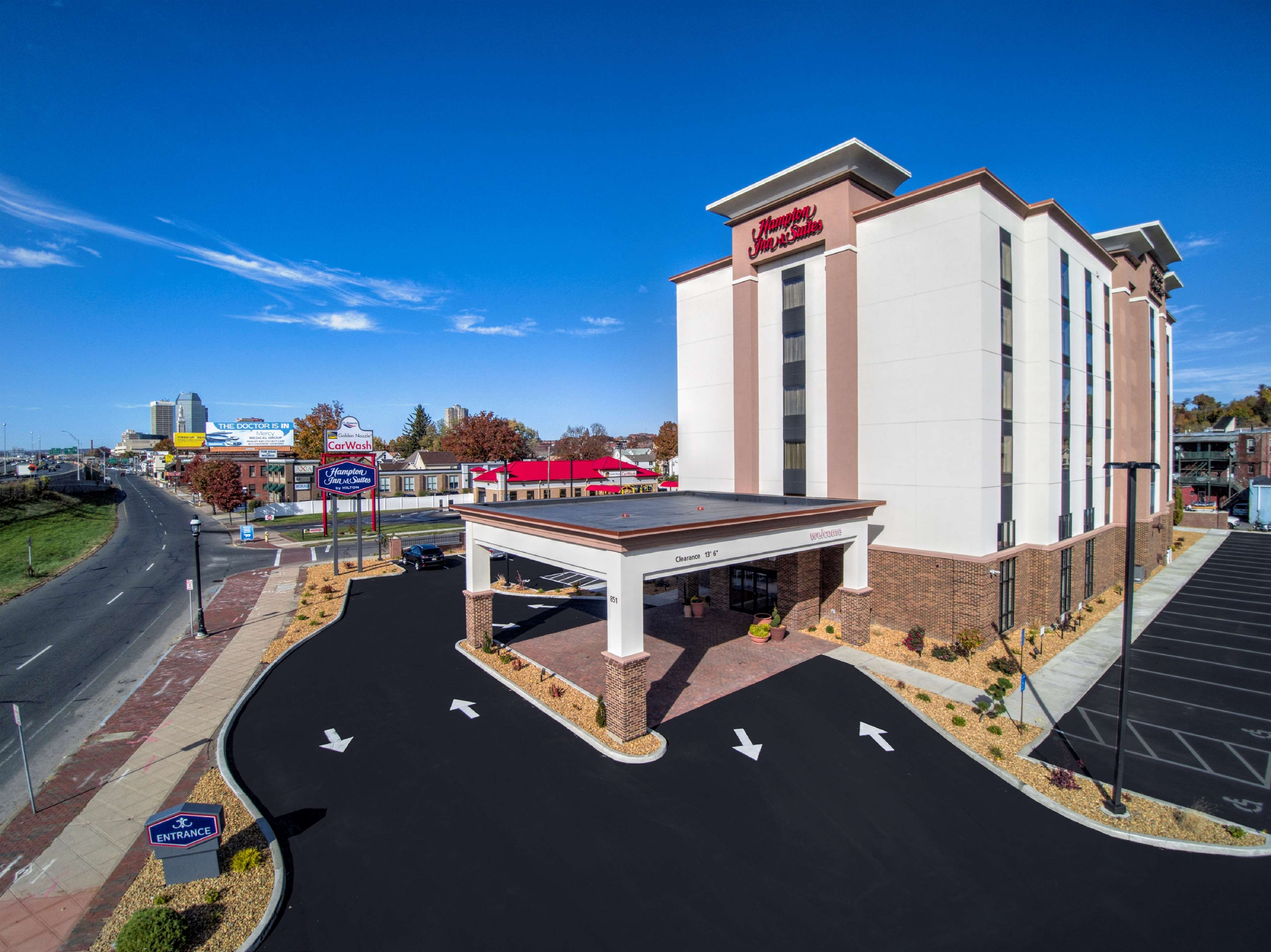 Hampton Inn & Suites Springfield/Downtown image 0