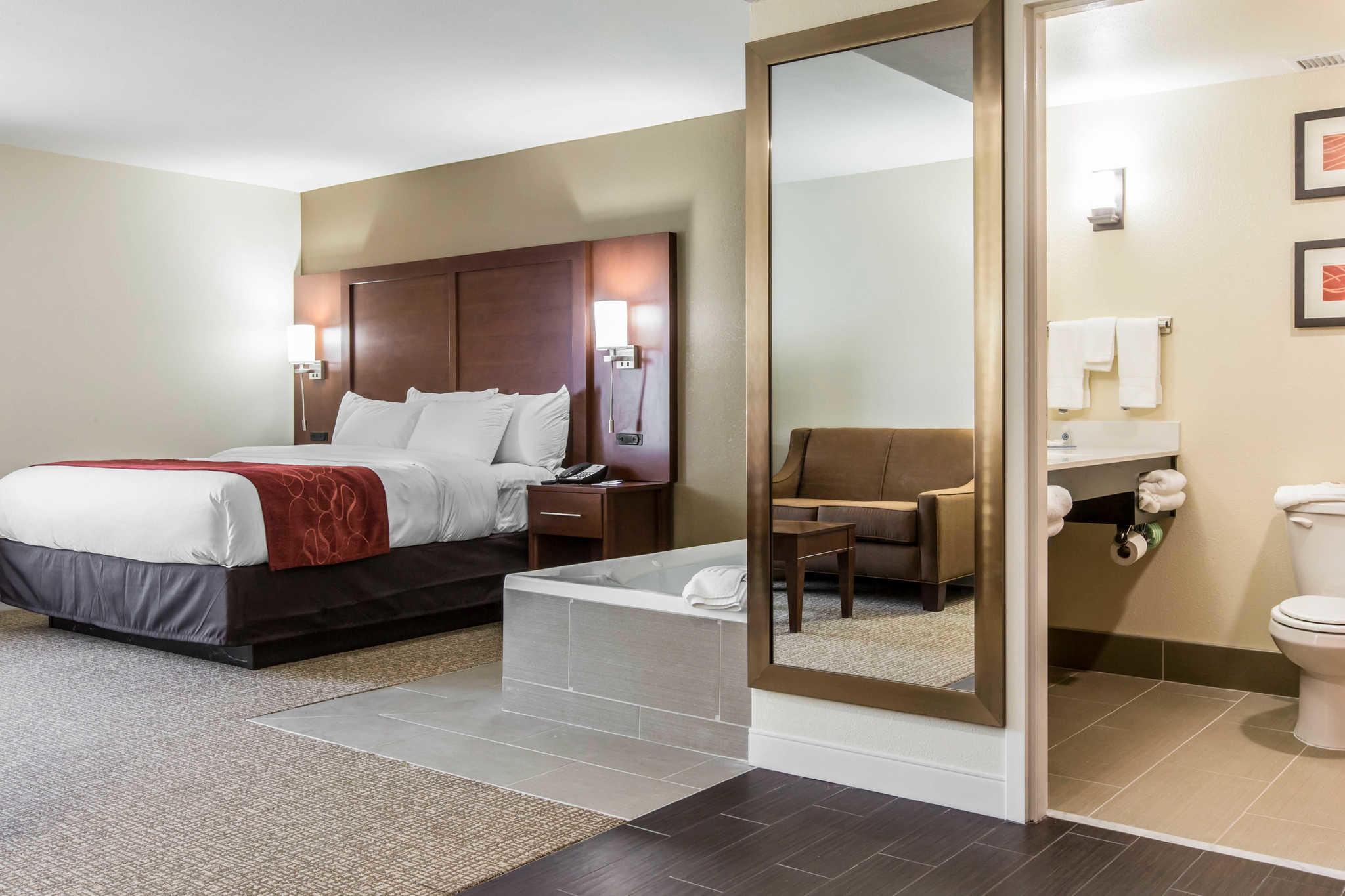 Comfort Inn & Suites West image 11