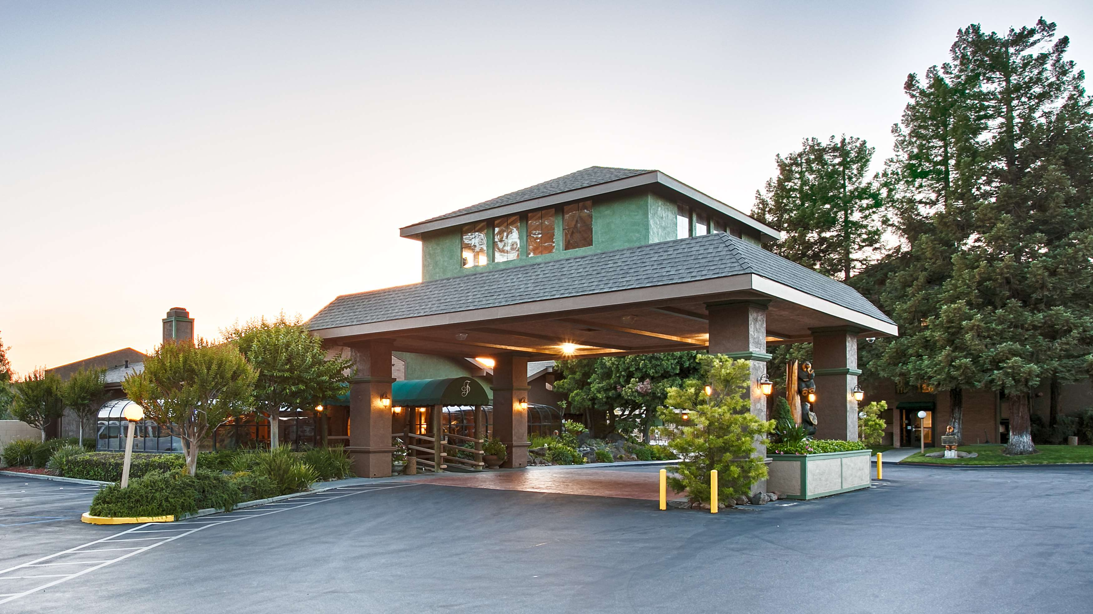 Best Western Plus Forest Park Inn image 3