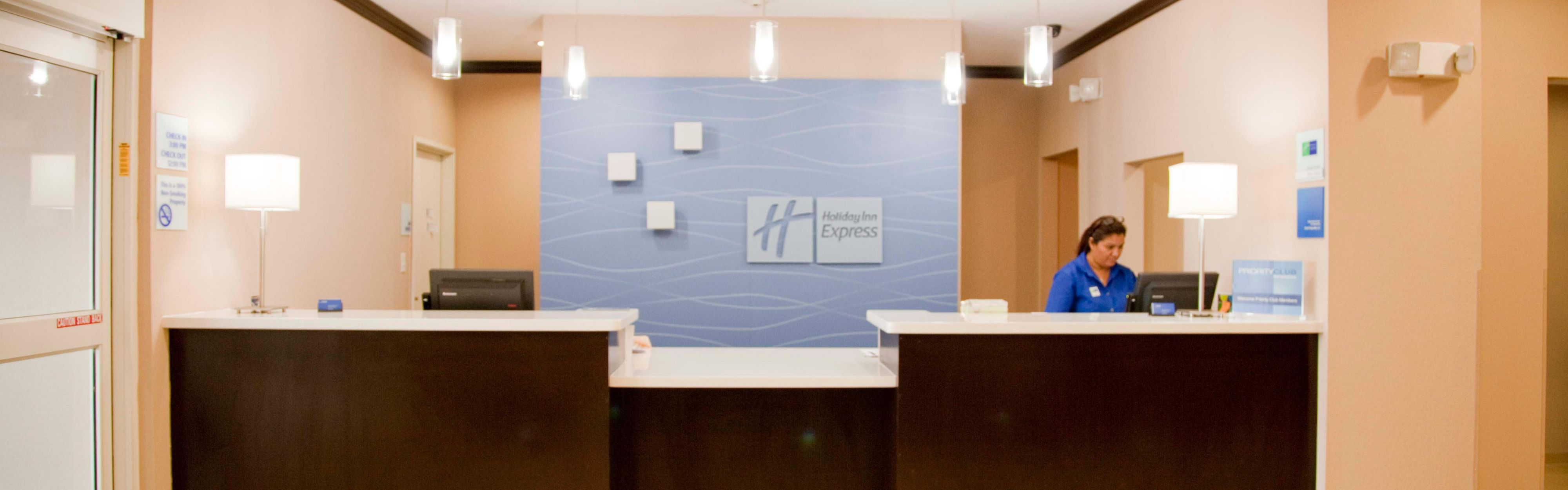 Holiday Inn Express & Suites Port Lavaca image 0