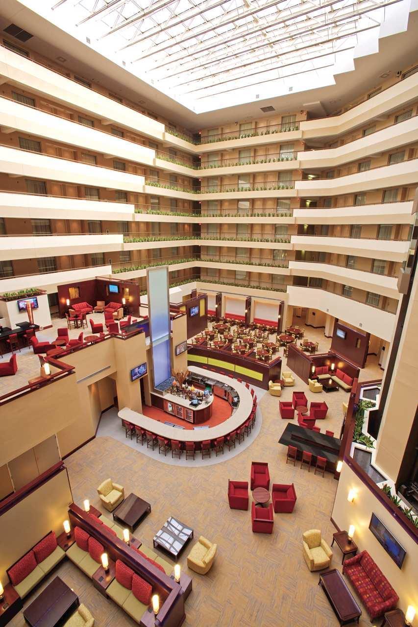 Embassy Suites by Hilton Detroit Troy Auburn Hills image 6