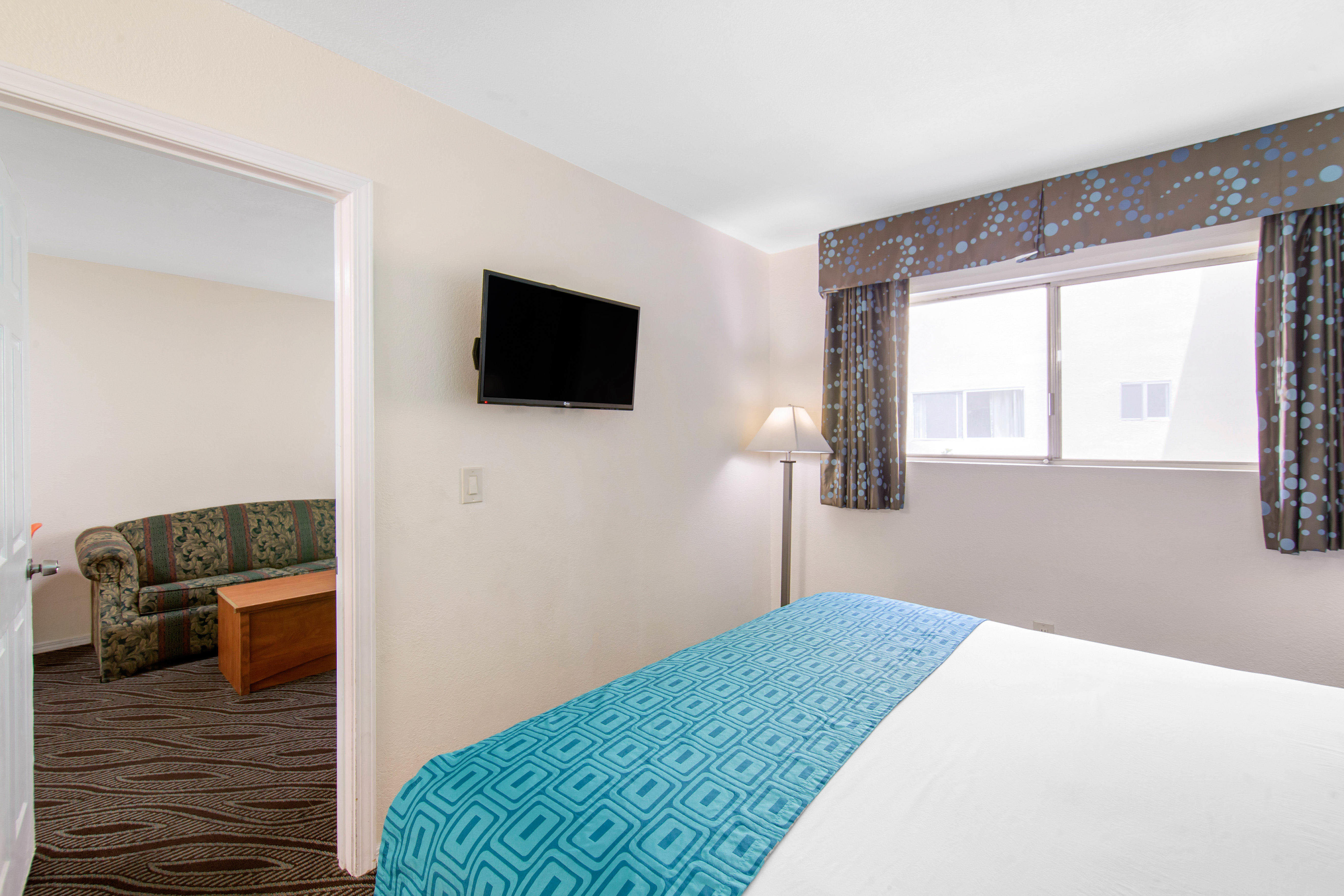 Howard Johnson by Wyndham Chula Vista San Diego Suite Hotel image 19