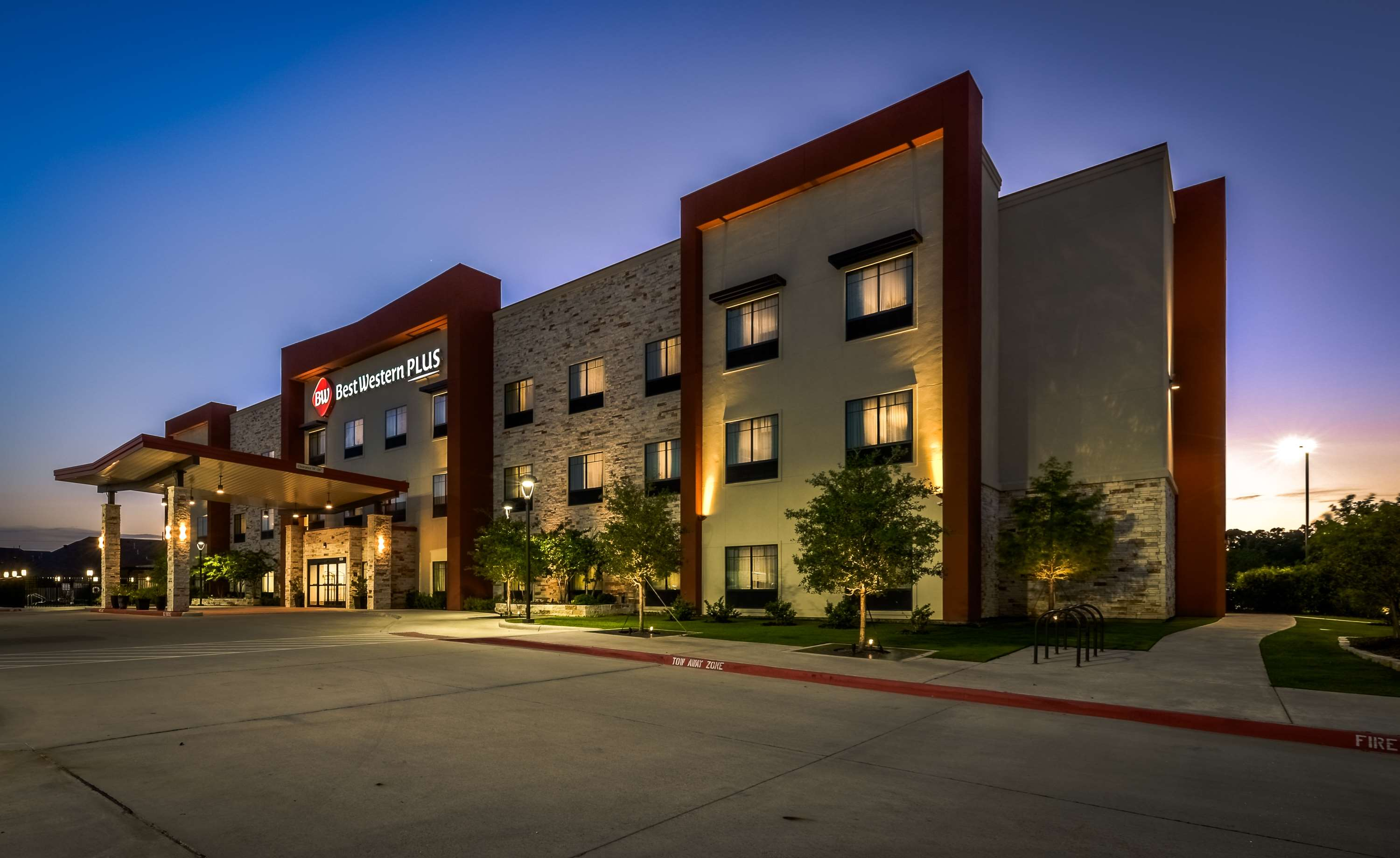 Best Western Plus College Station Inn & Suites image 2