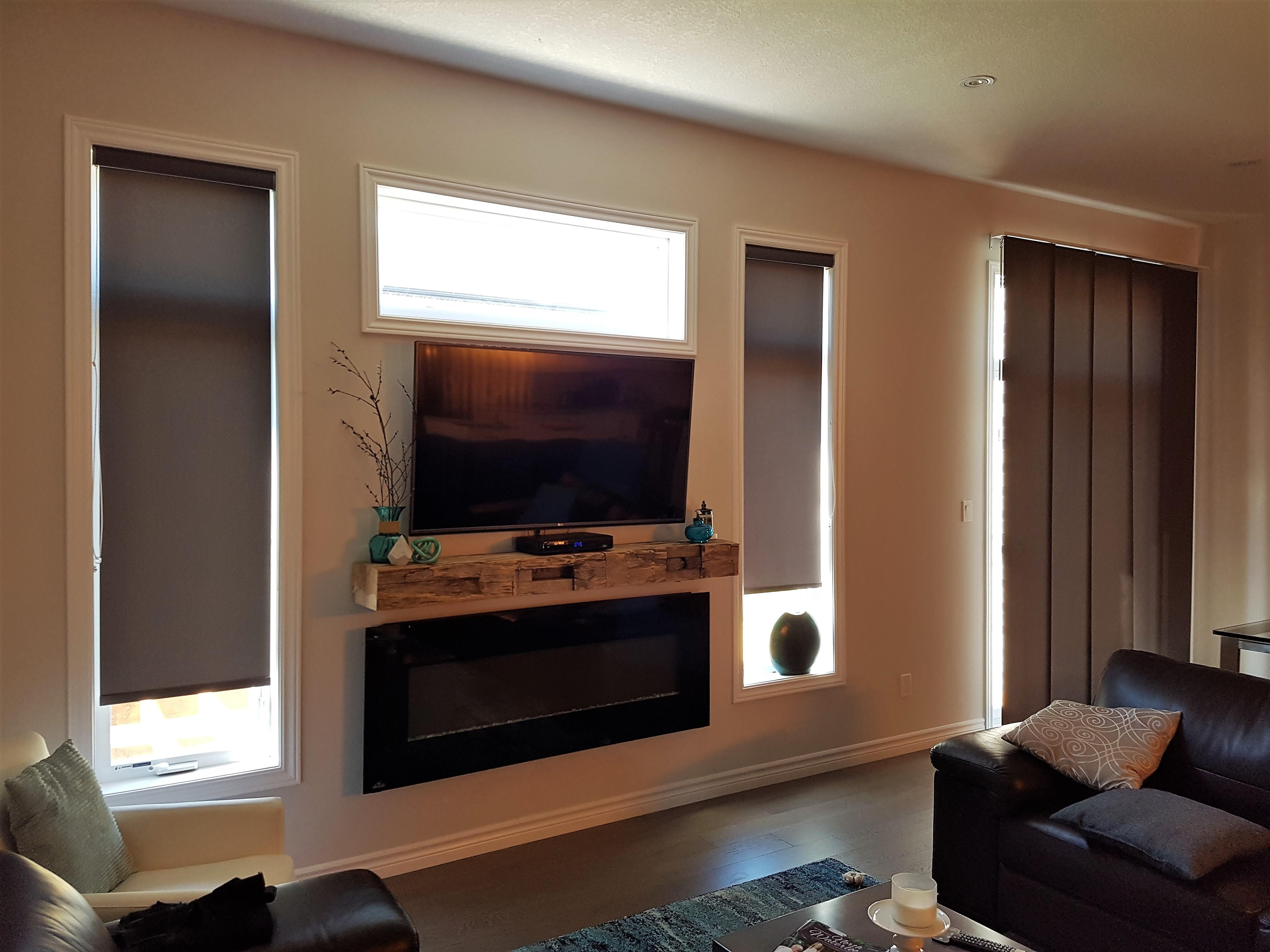 Budget Blinds à Waterloo: One of the reasons that panel tracks are a great covering option for patio doors is that we can coordinate them to be done in the same fabric as roller shades done in the same fabric.