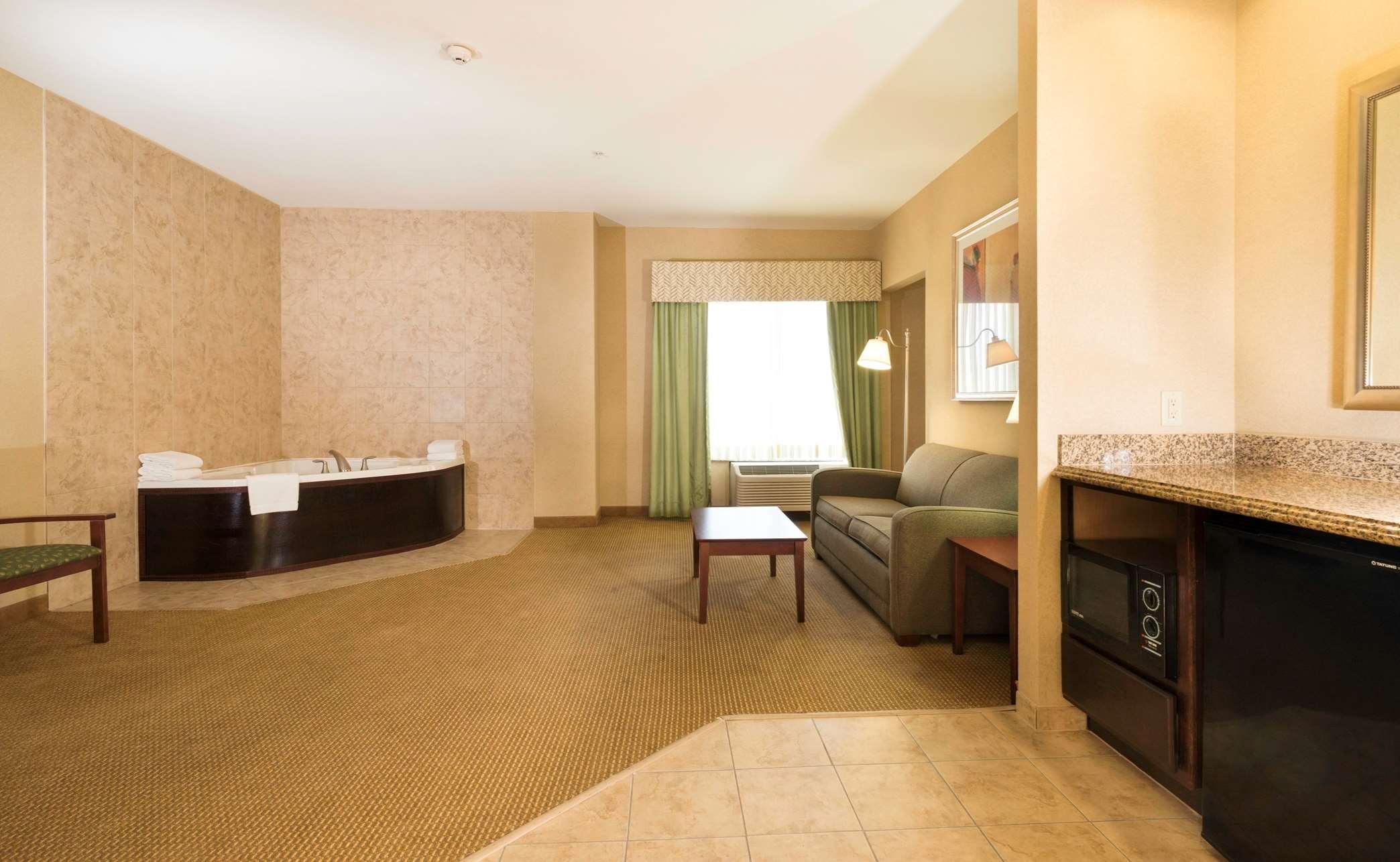 Whirlpool Suite Living Area