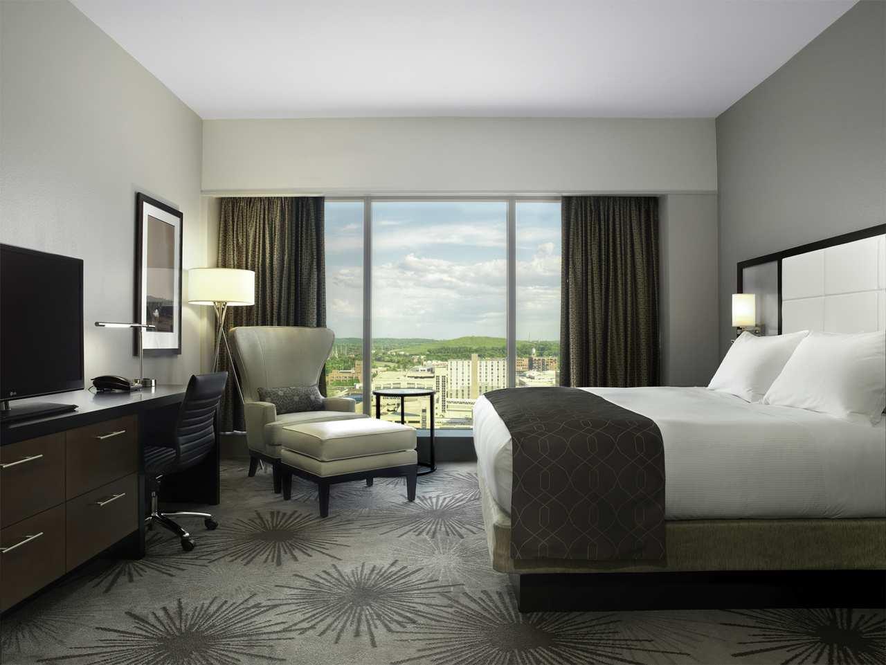DoubleTree by Hilton Hotel Cedar Rapids Convention Complex image 17