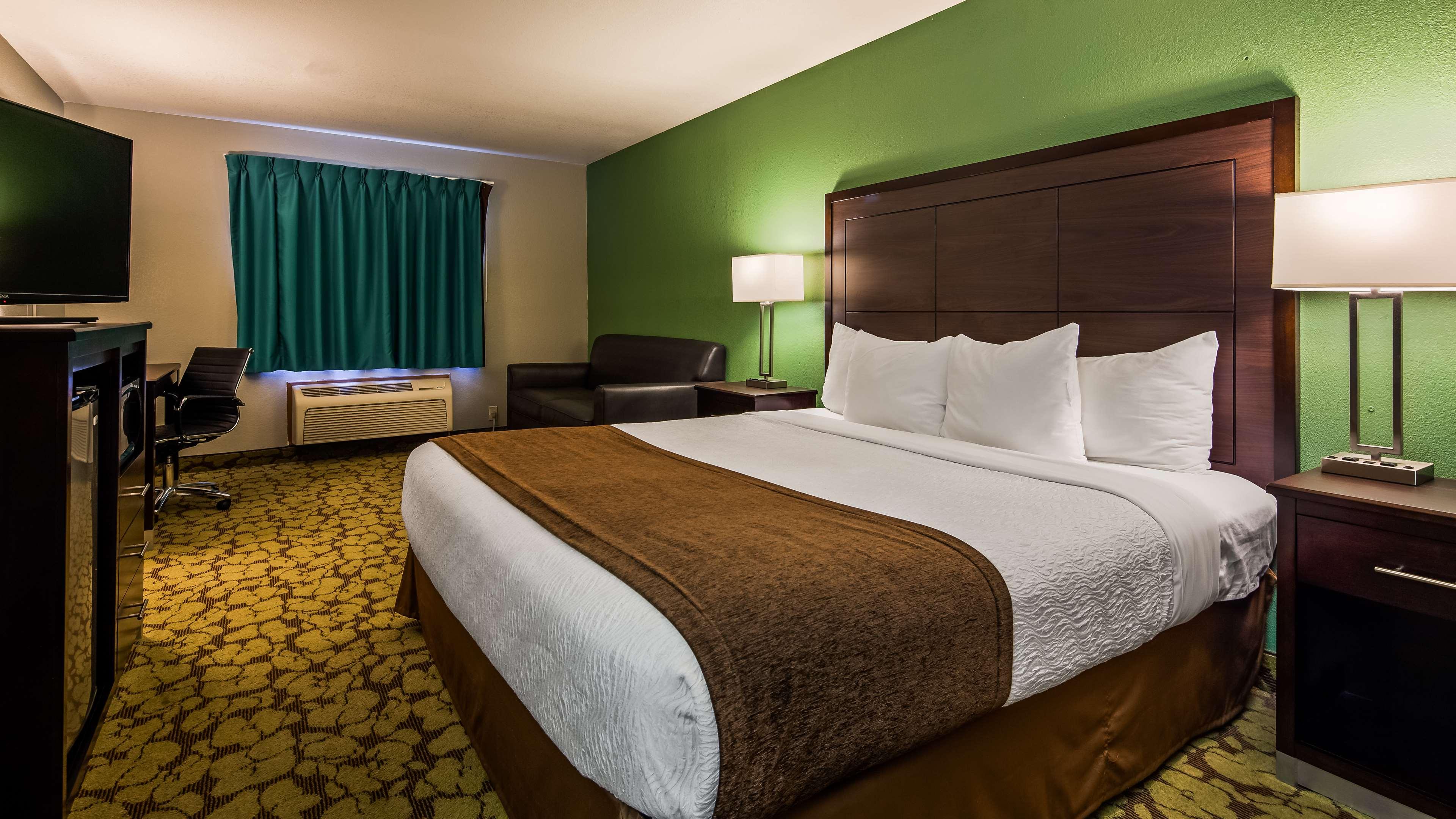 SureStay Plus Hotel by Best Western Bettendorf image 16
