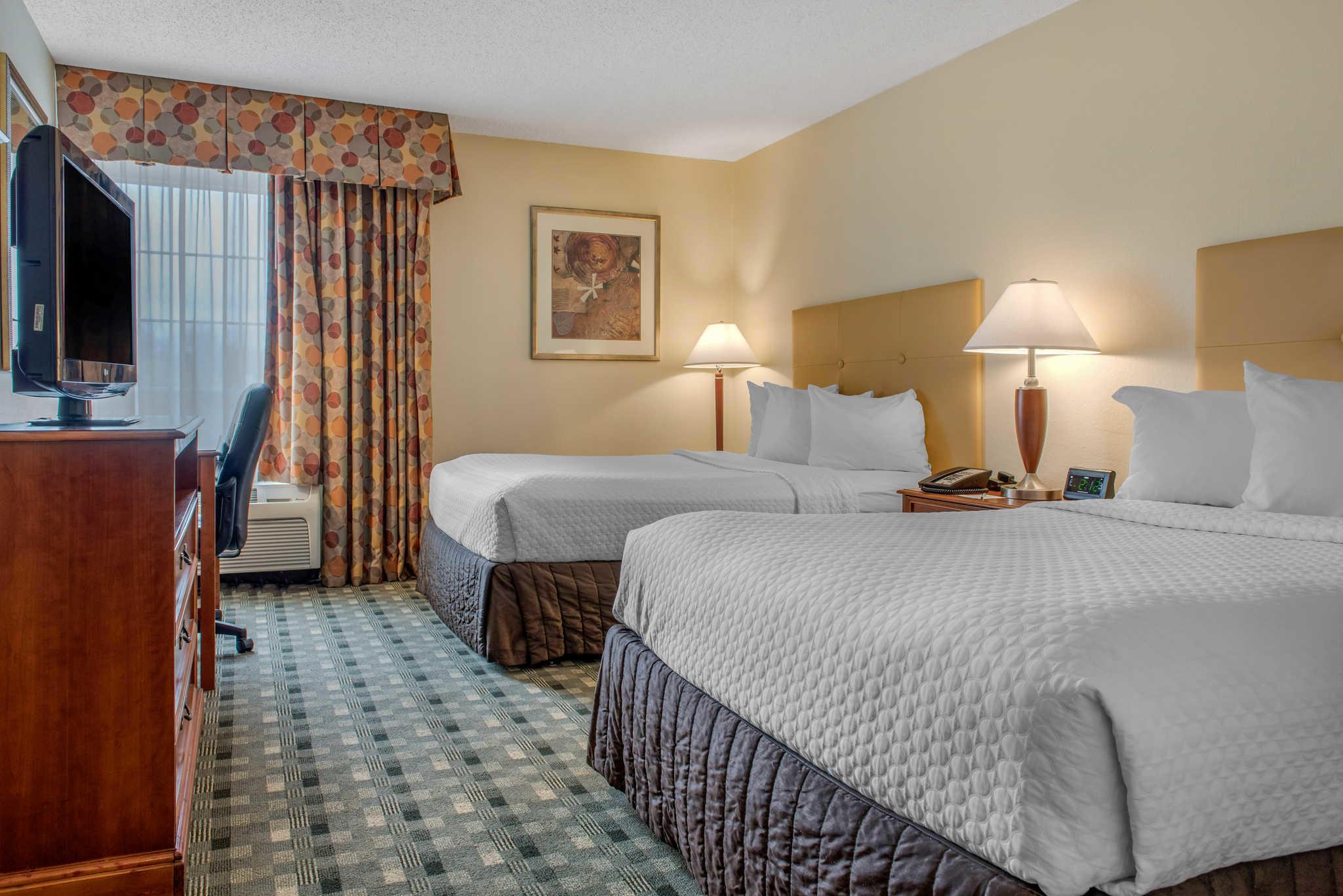 Quality Hotel - Cincinnati Blue Ash image 6