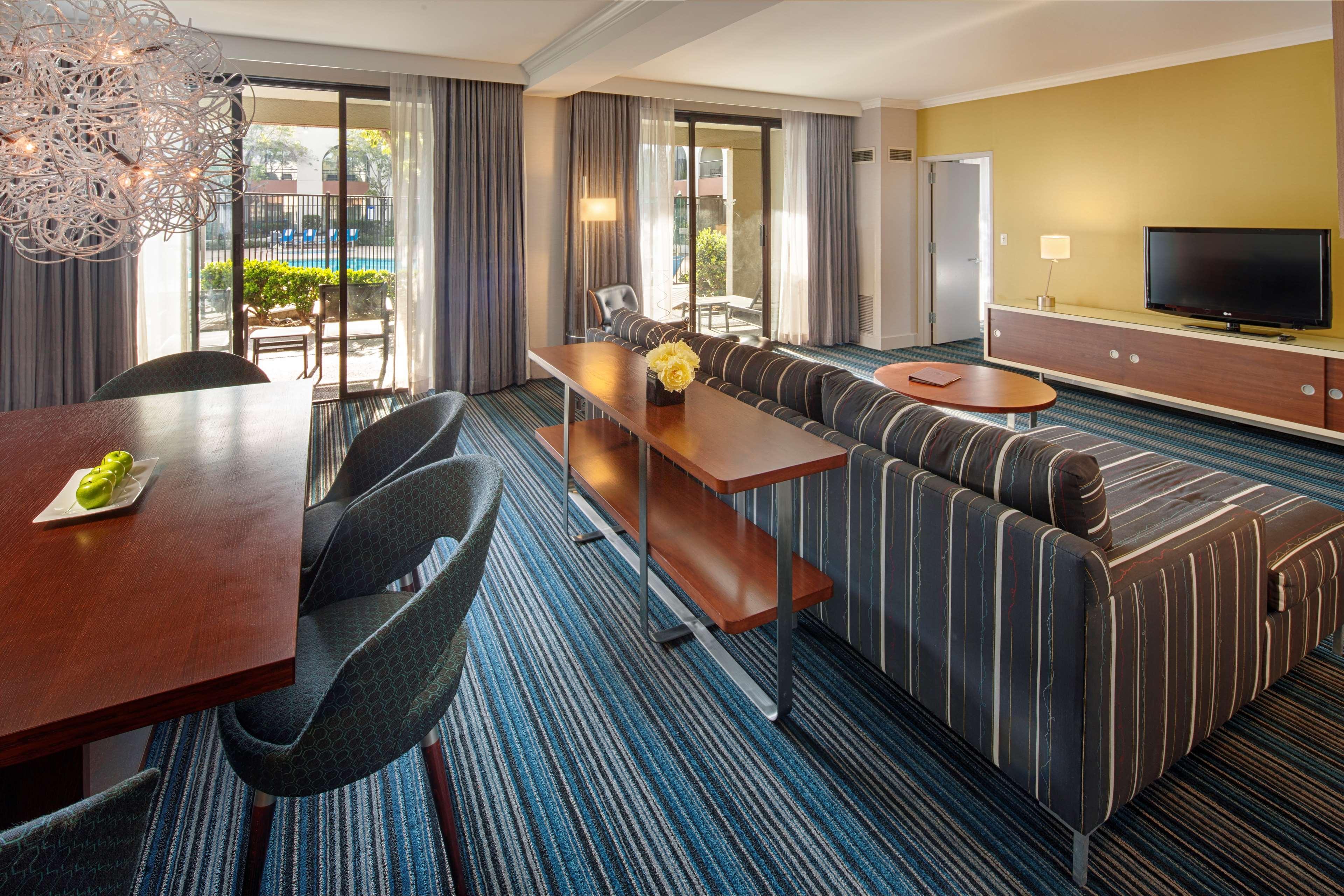 DoubleTree by Hilton Hotel Newark - Fremont image 32