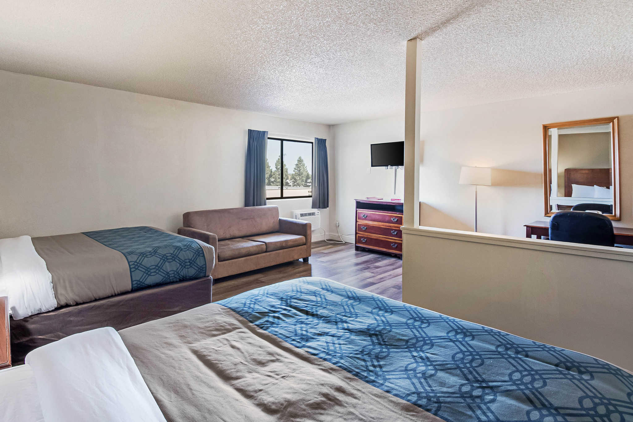 Econo Lodge Inn & Suites Yuba City - Marysville image 19