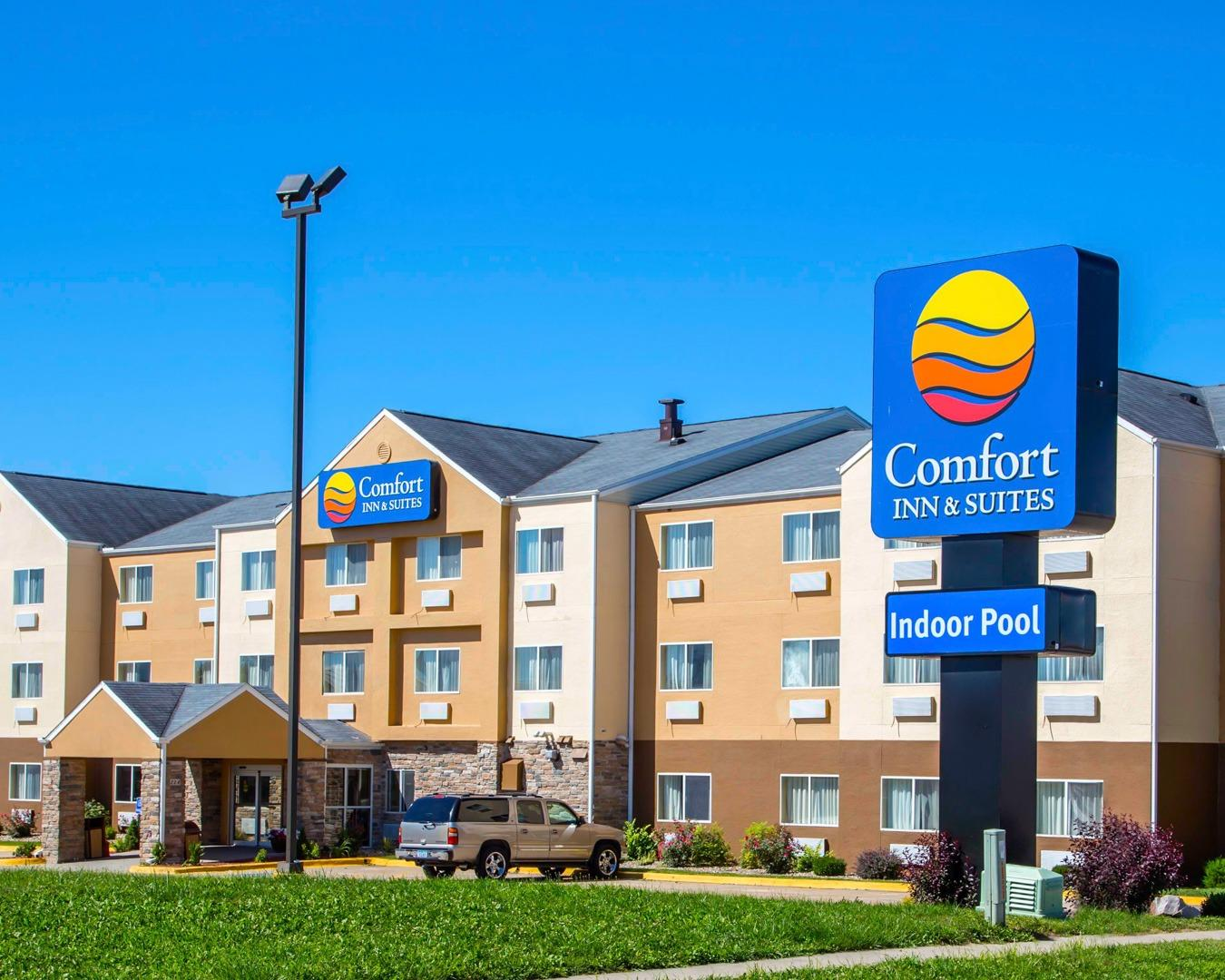 comfort inn suites in coralville ia 319 337 8. Black Bedroom Furniture Sets. Home Design Ideas