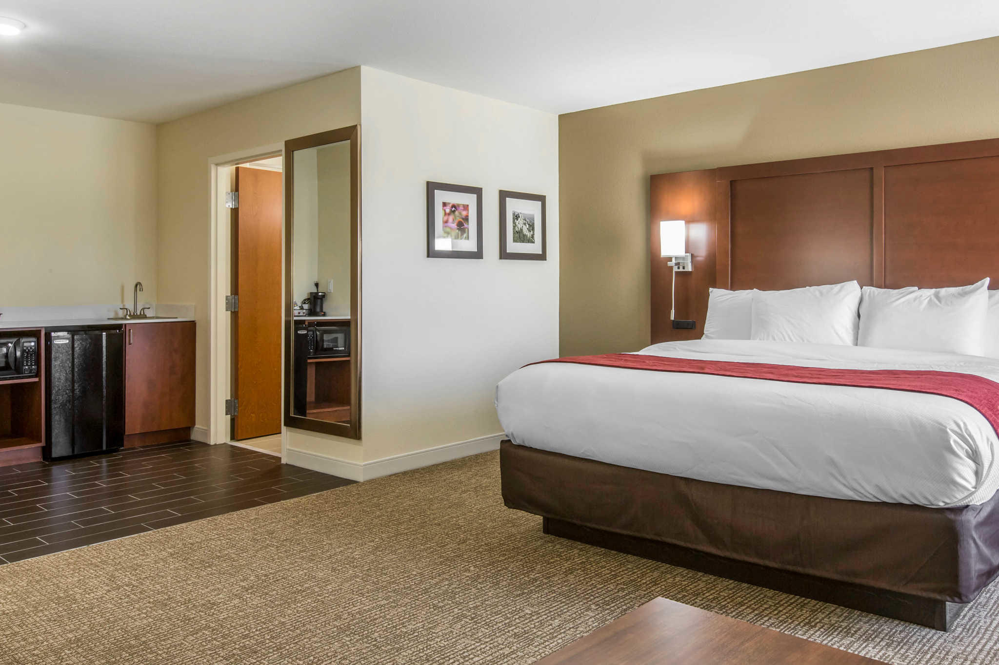 Comfort Inn & Suites West image 26