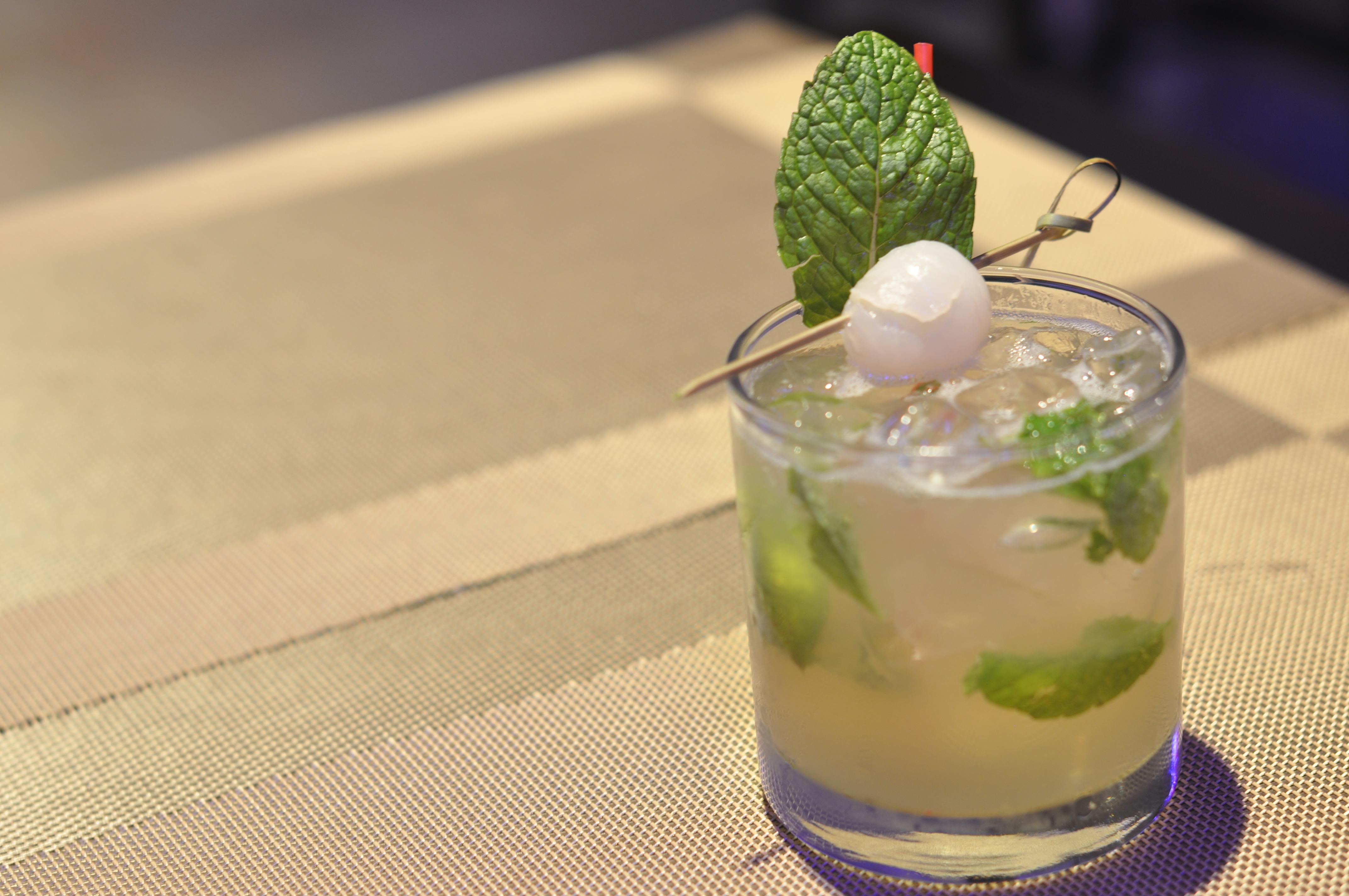 Luna Asian Bistro & Lounge 日本料理 image 23
