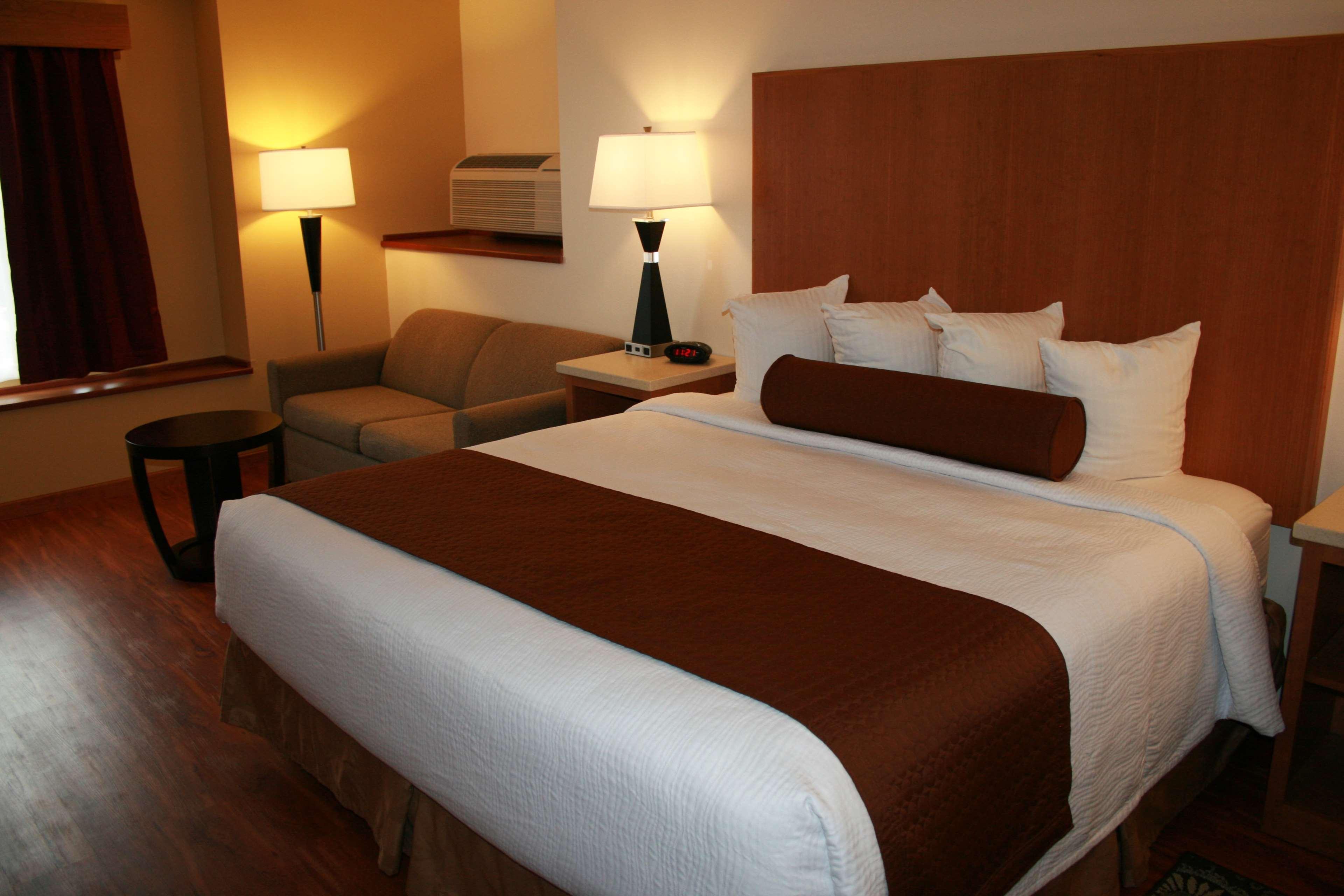 Best Western Plus Park Place Inn & Suites image 26