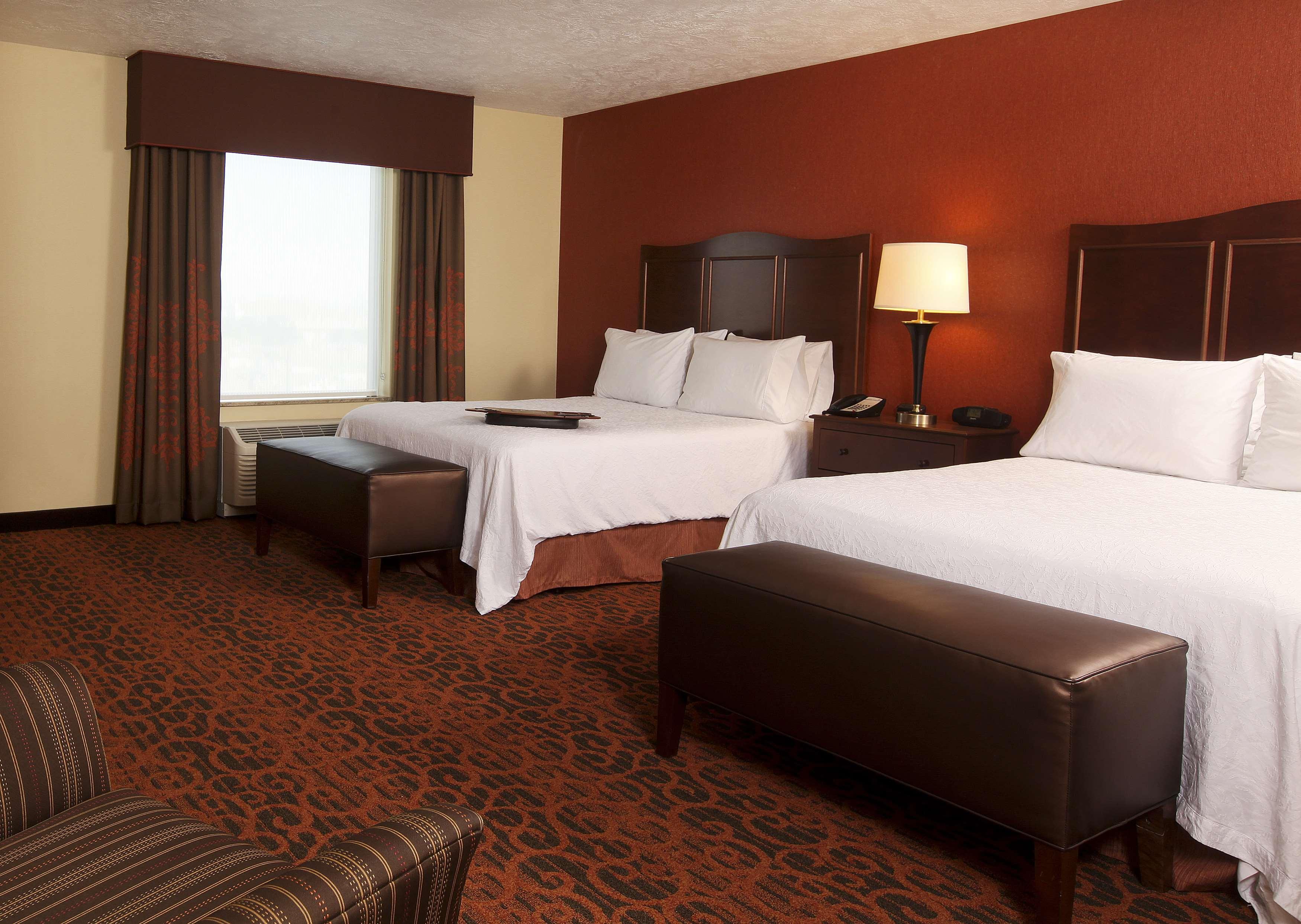 Hampton Inn & Suites Fargo image 13