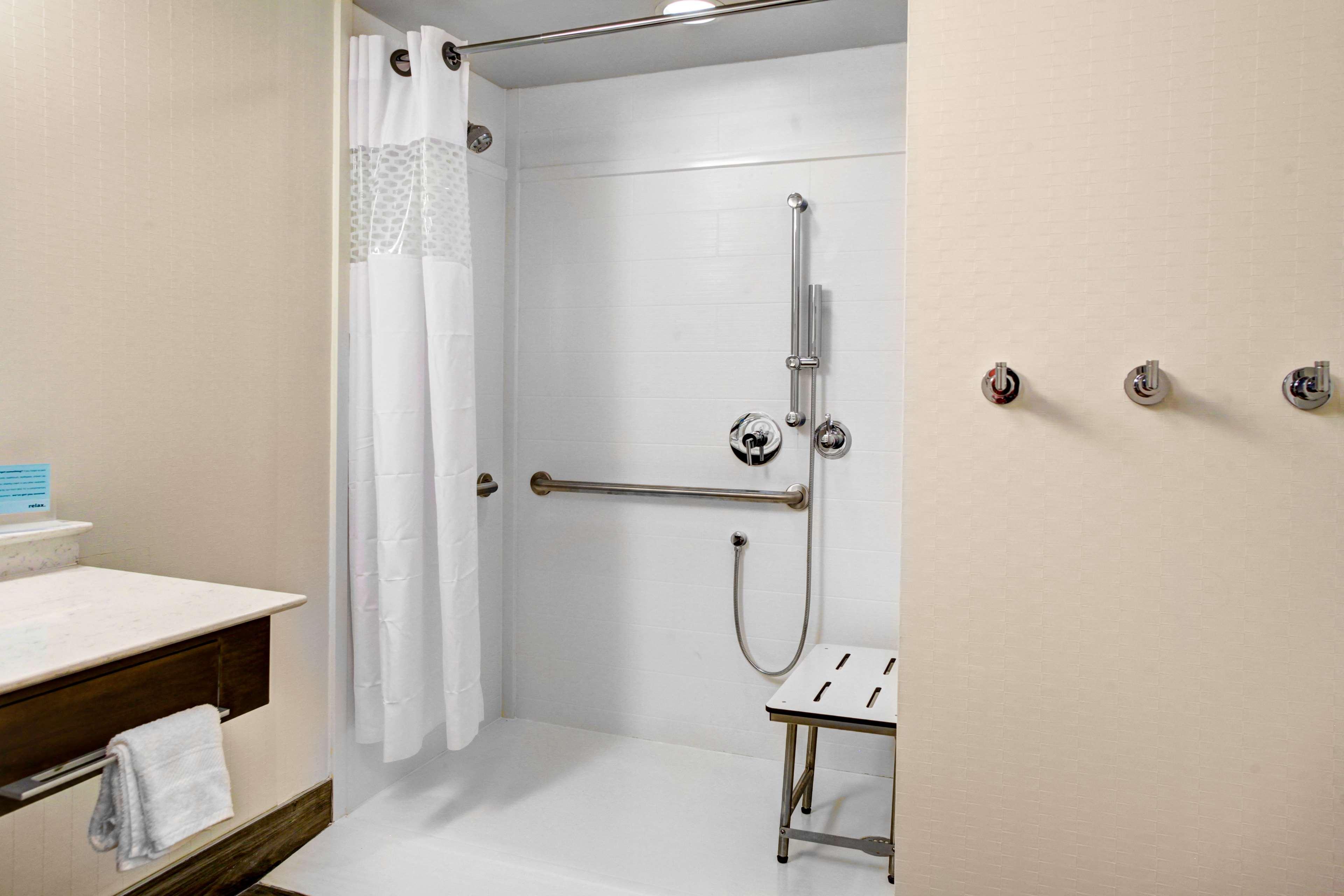 Hampton Inn & Suites by Hilton Atlanta Perimeter Dunwoody image 15