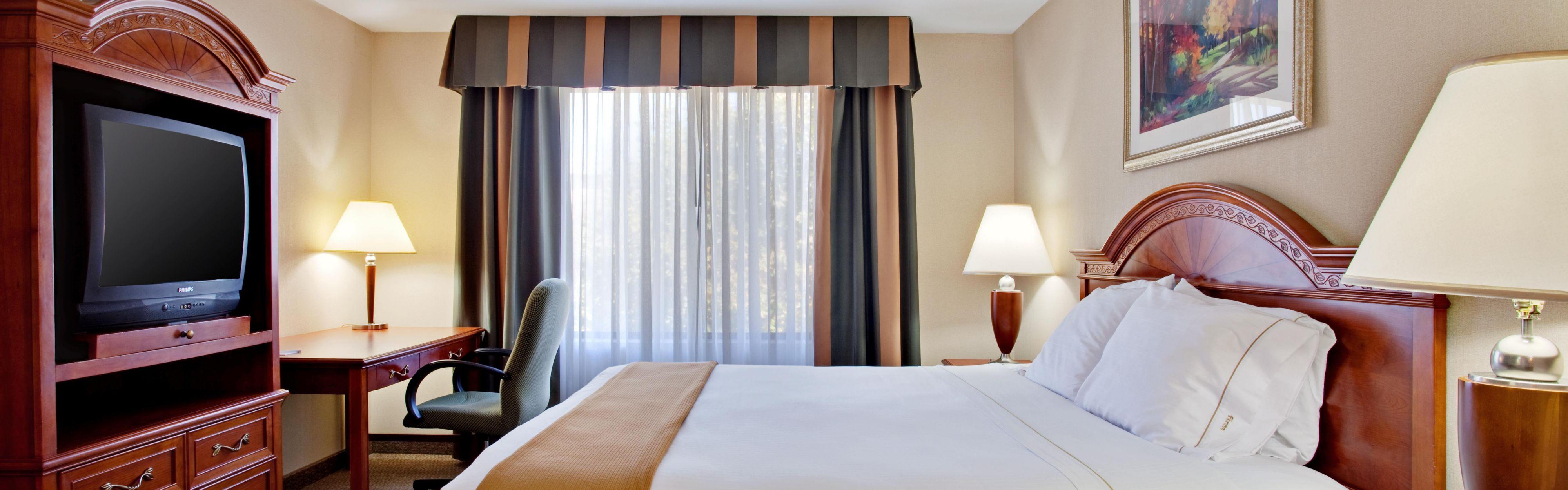 Holiday Inn Express & Suites Santa Clarita image 1