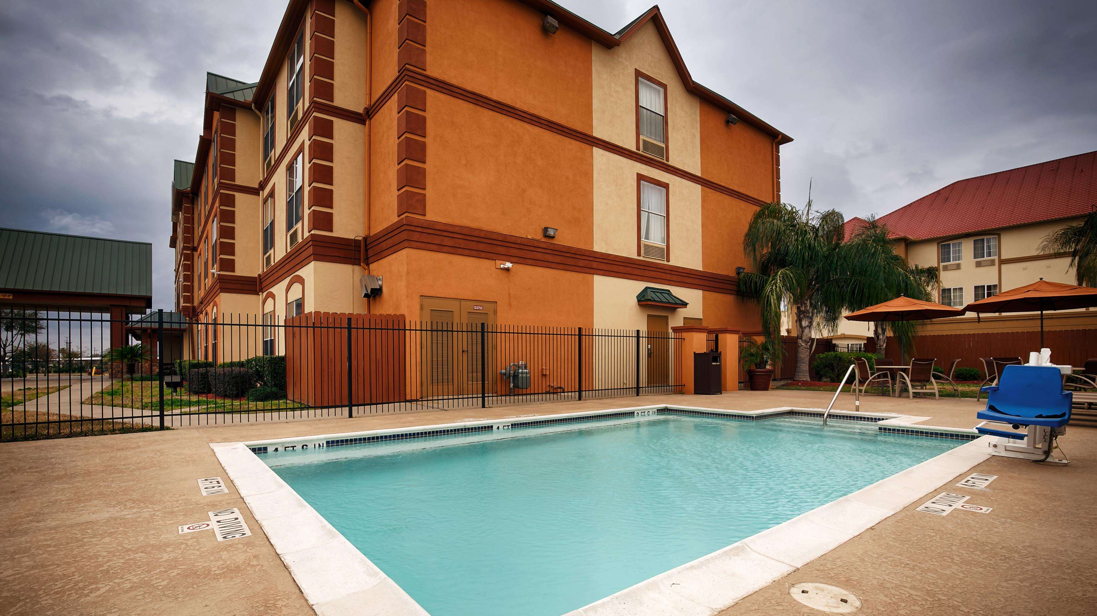 Best western plus hobby airport inn suites houston tx for Pictures plus houston