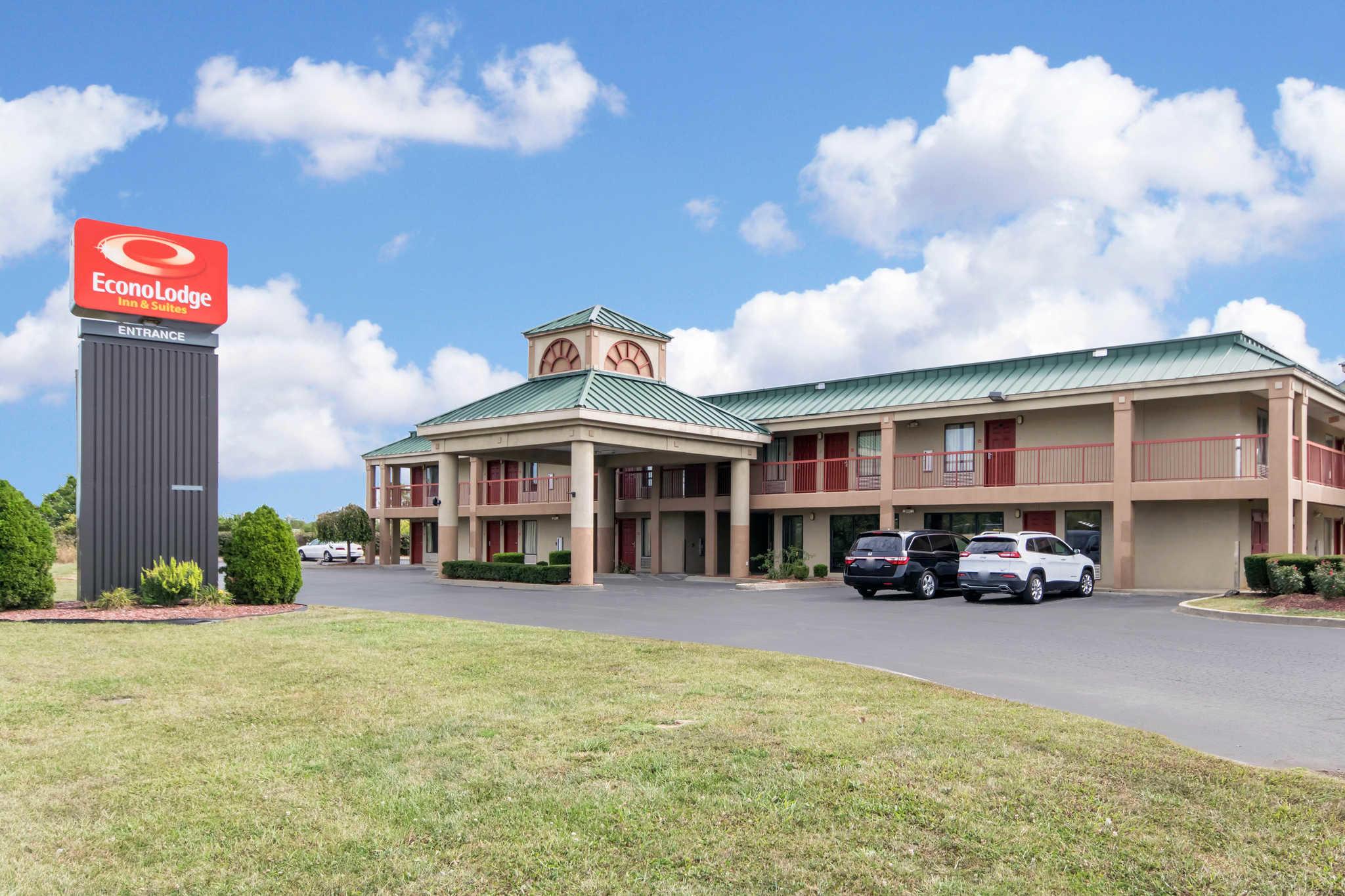 Econo Lodge Inn & Suites I-65 image 1
