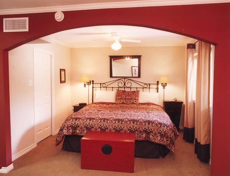 Vineyard Court Designer Suites image 3