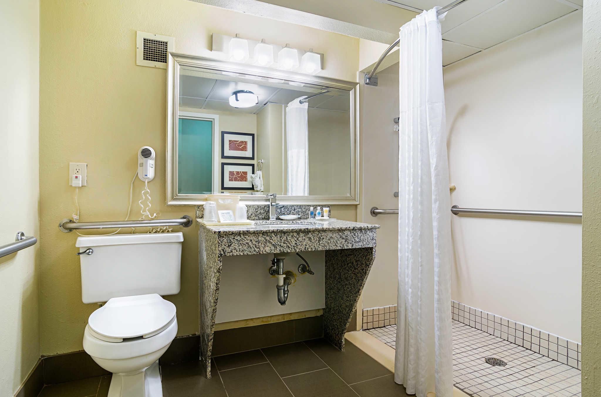Comfort Inn & Suites Duke University-Downtown image 9