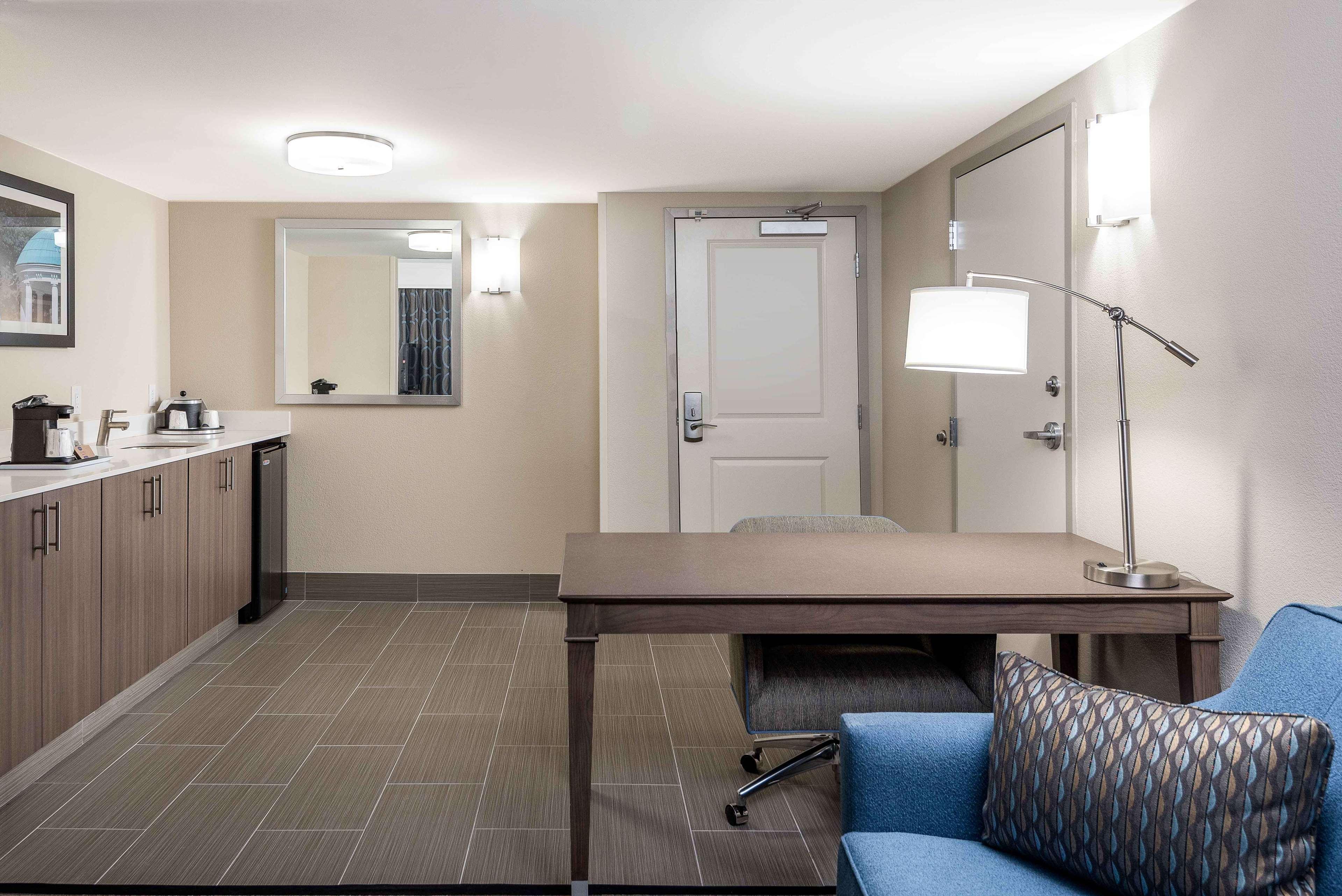 Hampton Inn & Suites Chapel Hill/Durham, Area image 12