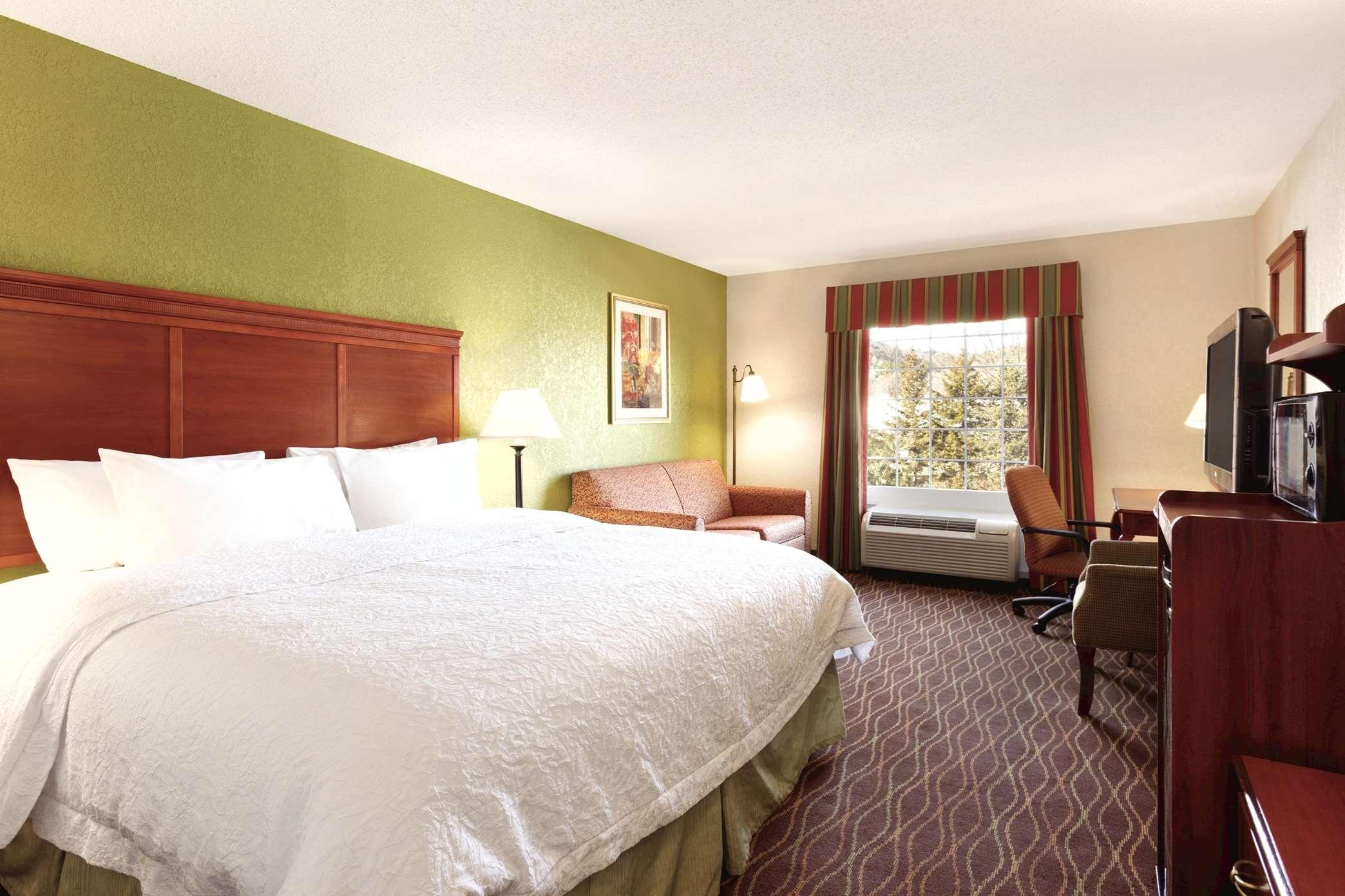 Hampton Inn & Suites Greenfield image 36