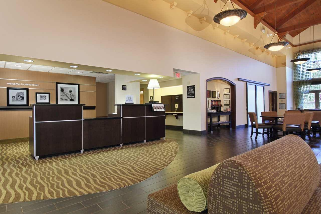 Hampton Inn & Suites Newtown image 3