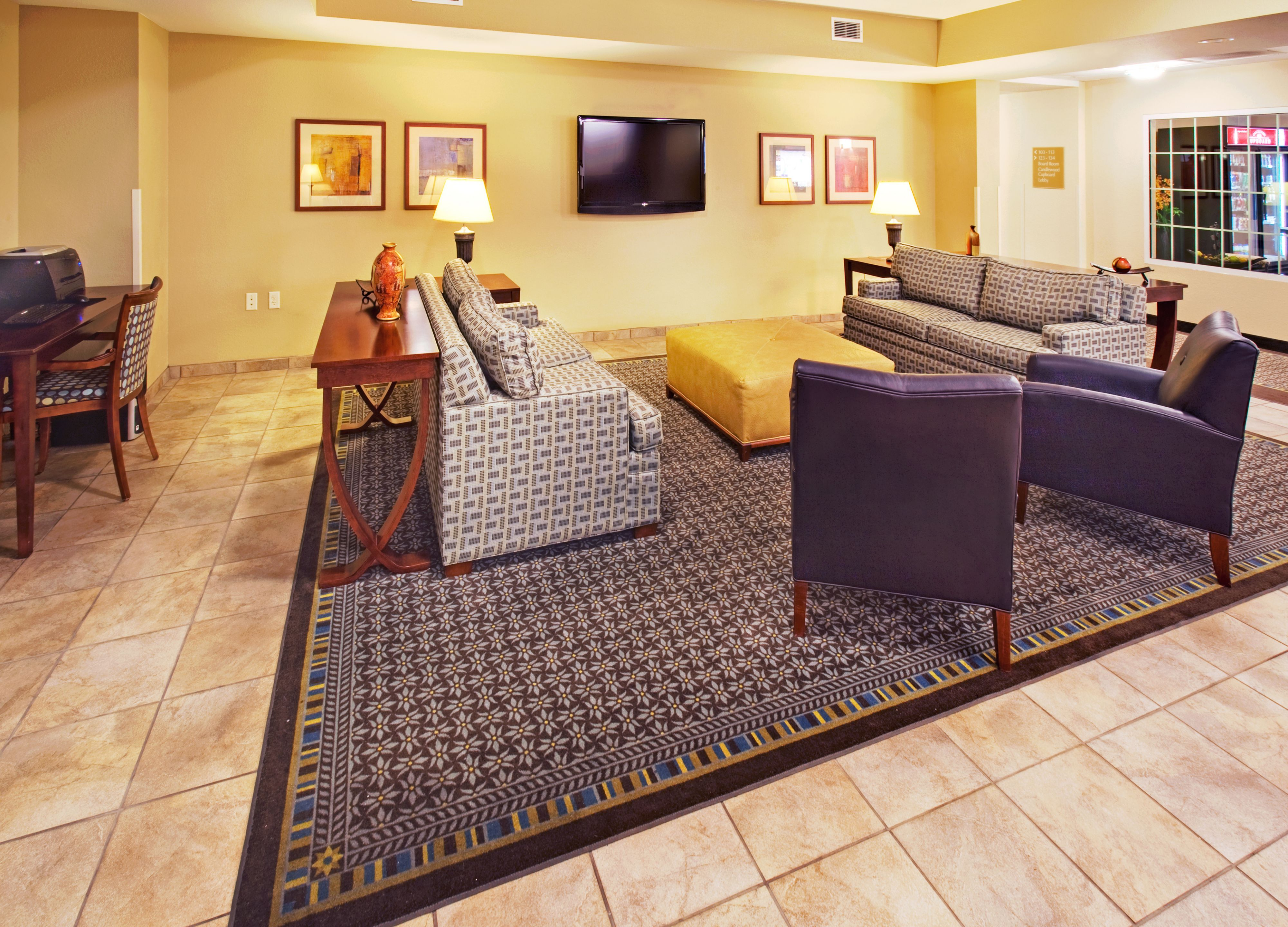 Candlewood Suites Bellevue image 4