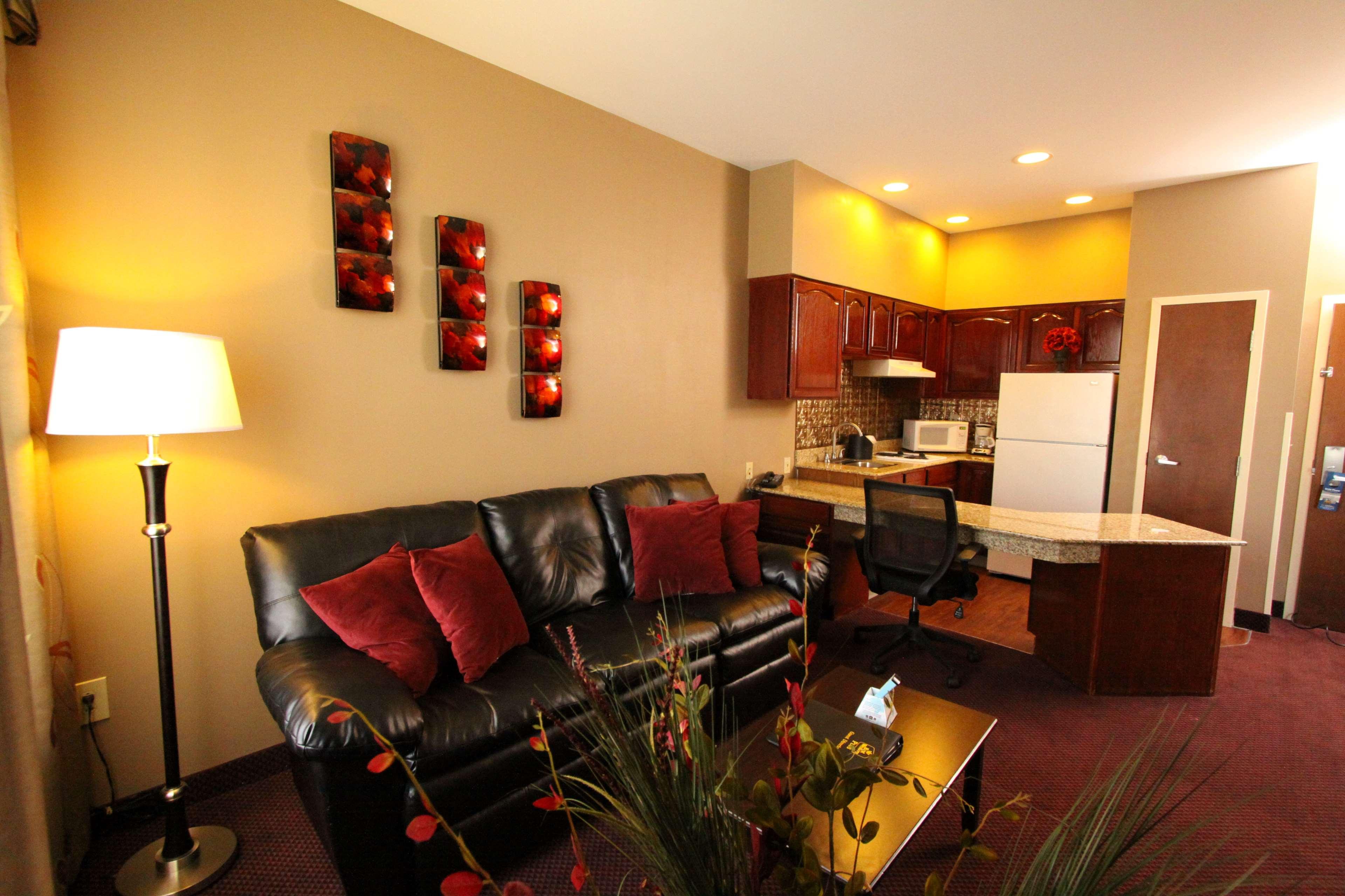 Best Western Plus Hannaford Inn & Suites image 36
