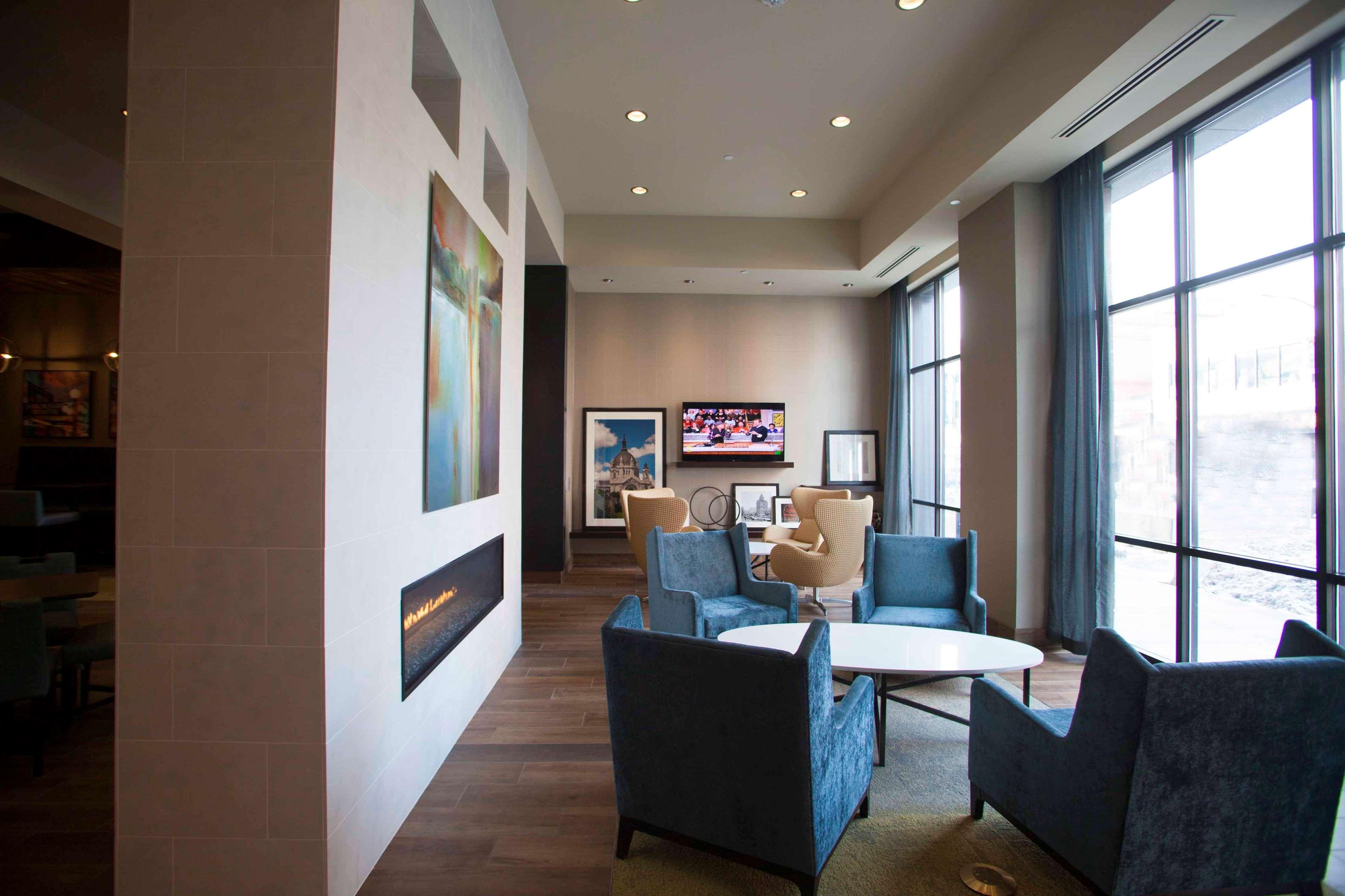 Hampton Inn & Suites Downtown St. Paul image 2