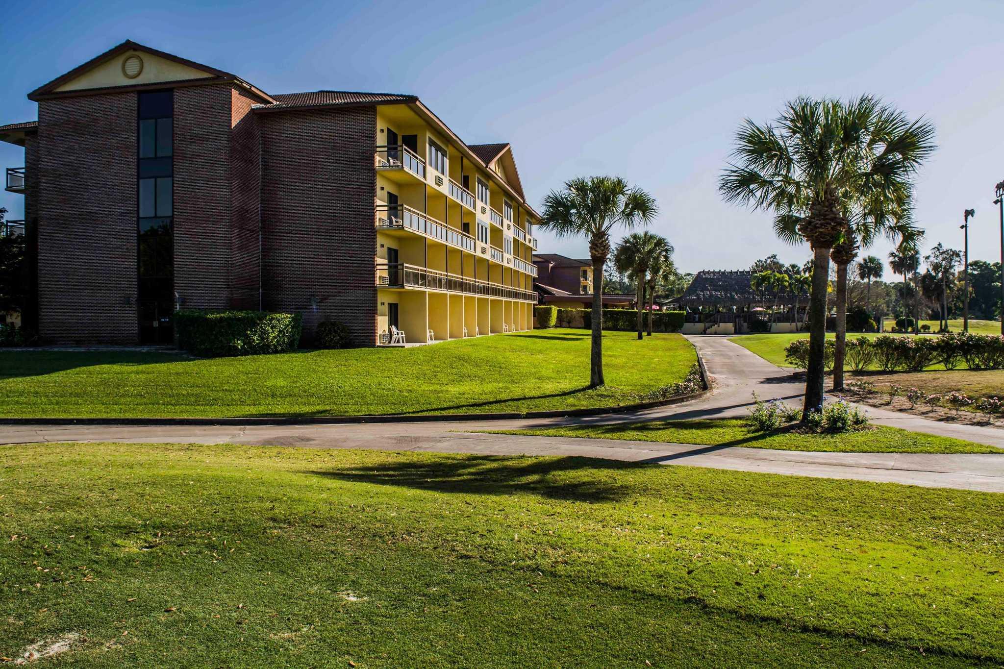 Quality Inn & Suites Golf Resort image 1