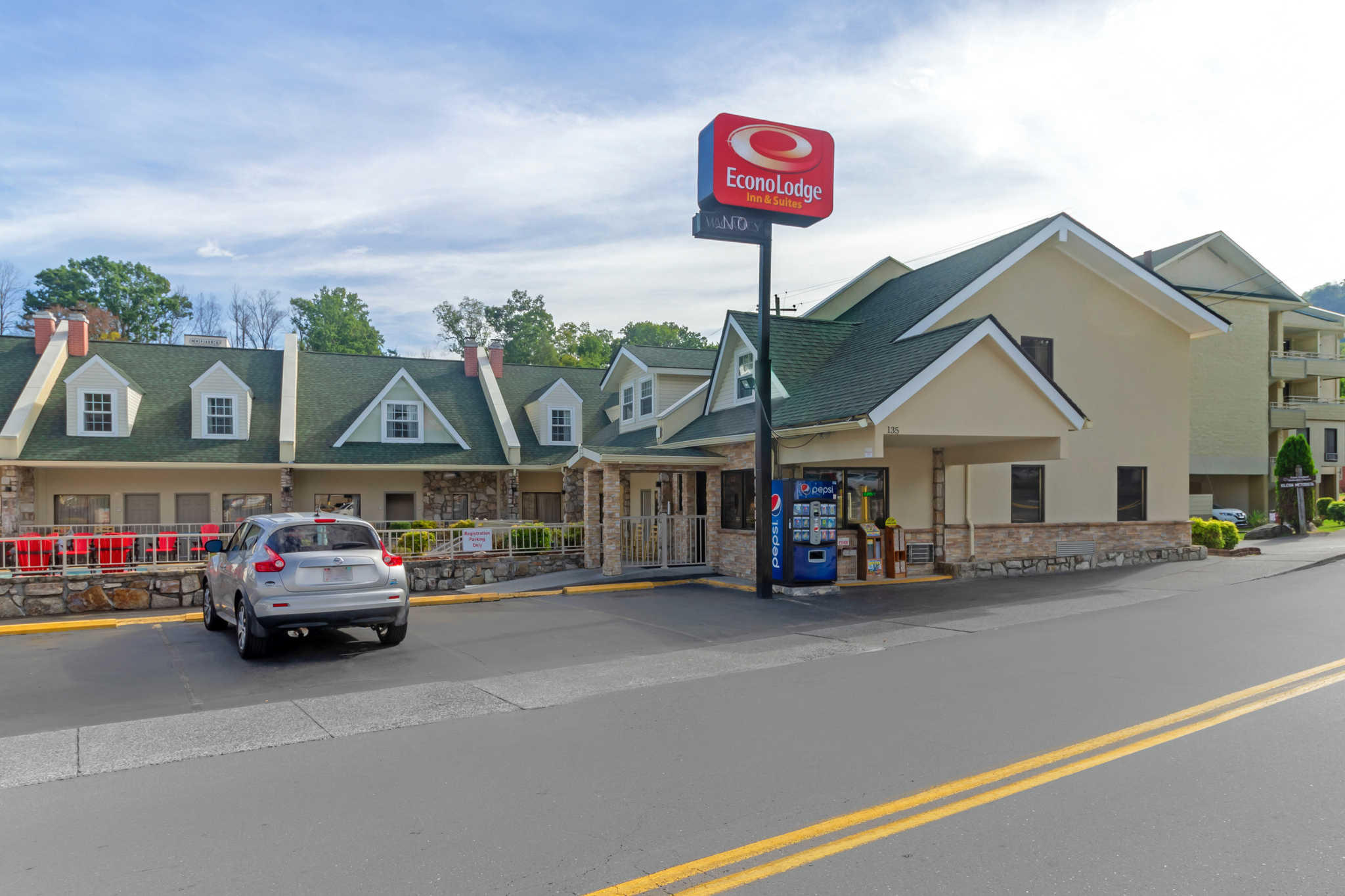 Econo Lodge Inn & Suites at the Convention Center image 1