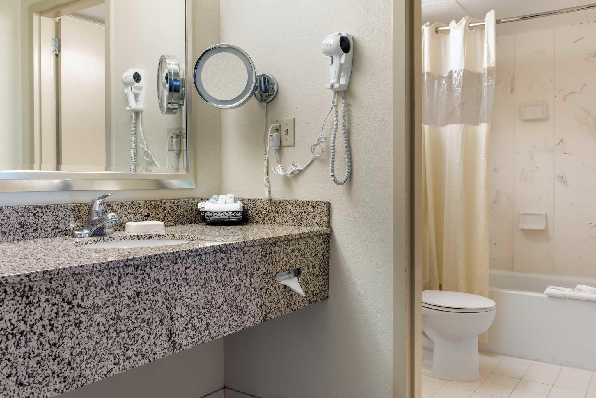 Quality Hotel - Cincinnati Blue Ash image 25