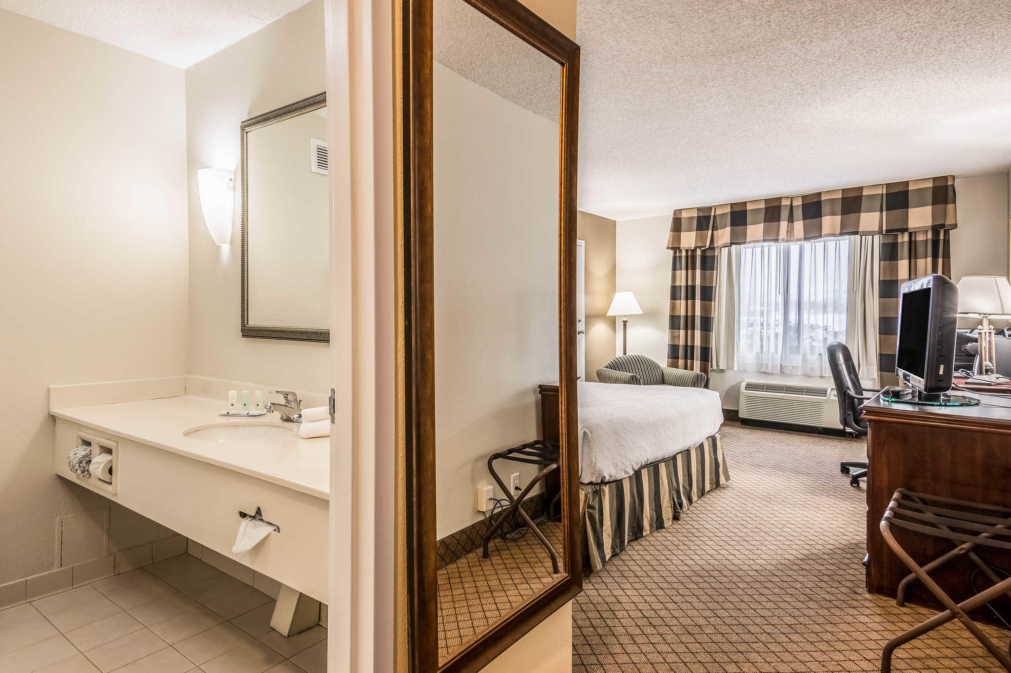 Quality Inn near Finger Lakes and Seneca Falls image 9