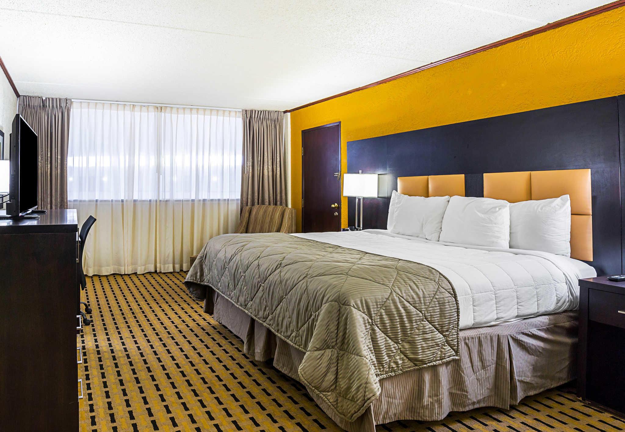 Clarion Inn image 8