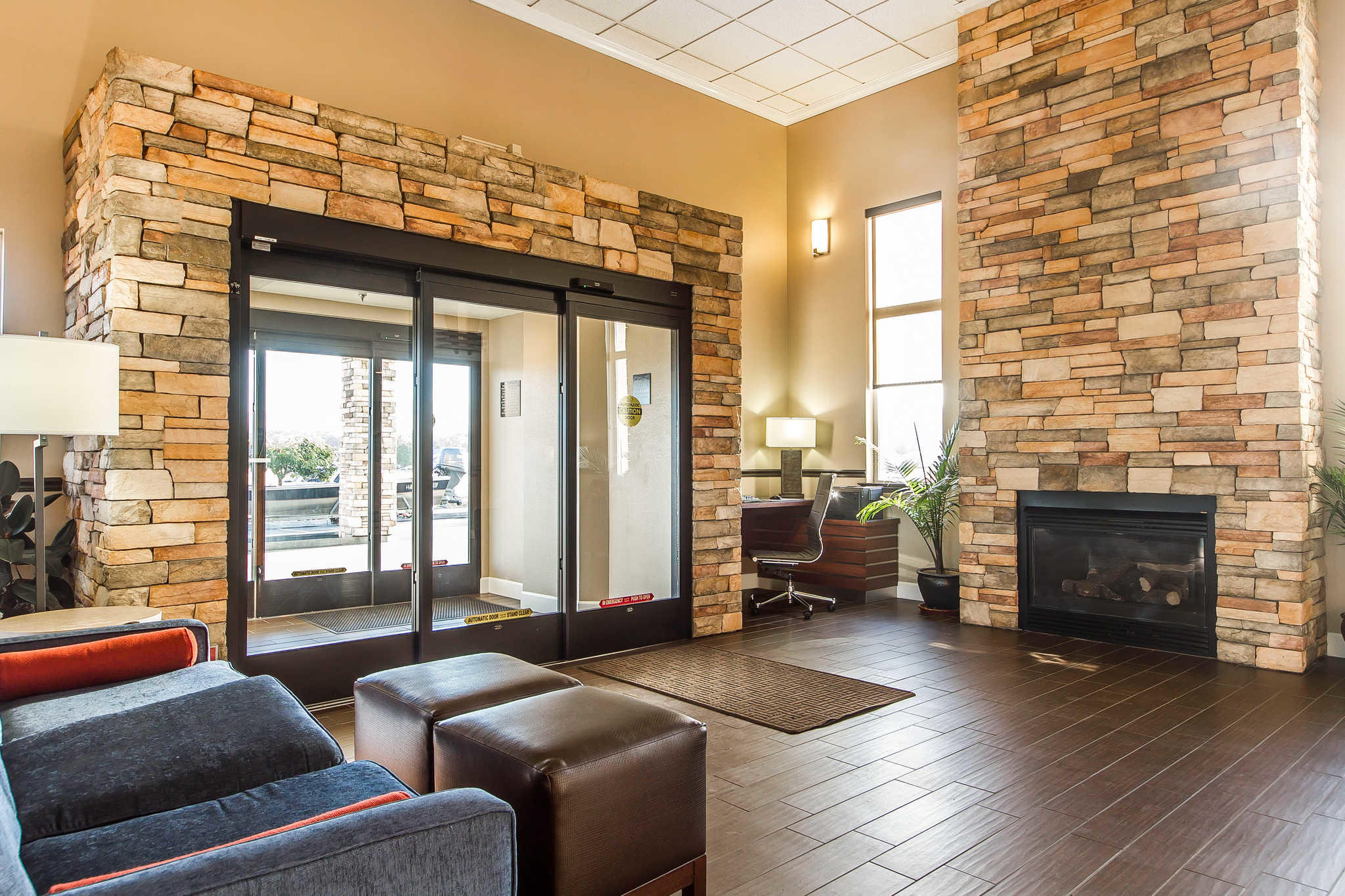 Comfort Inn & Suites Redwood Country image 4