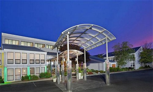 Holiday Inn Cape Cod - Hyannis image 0