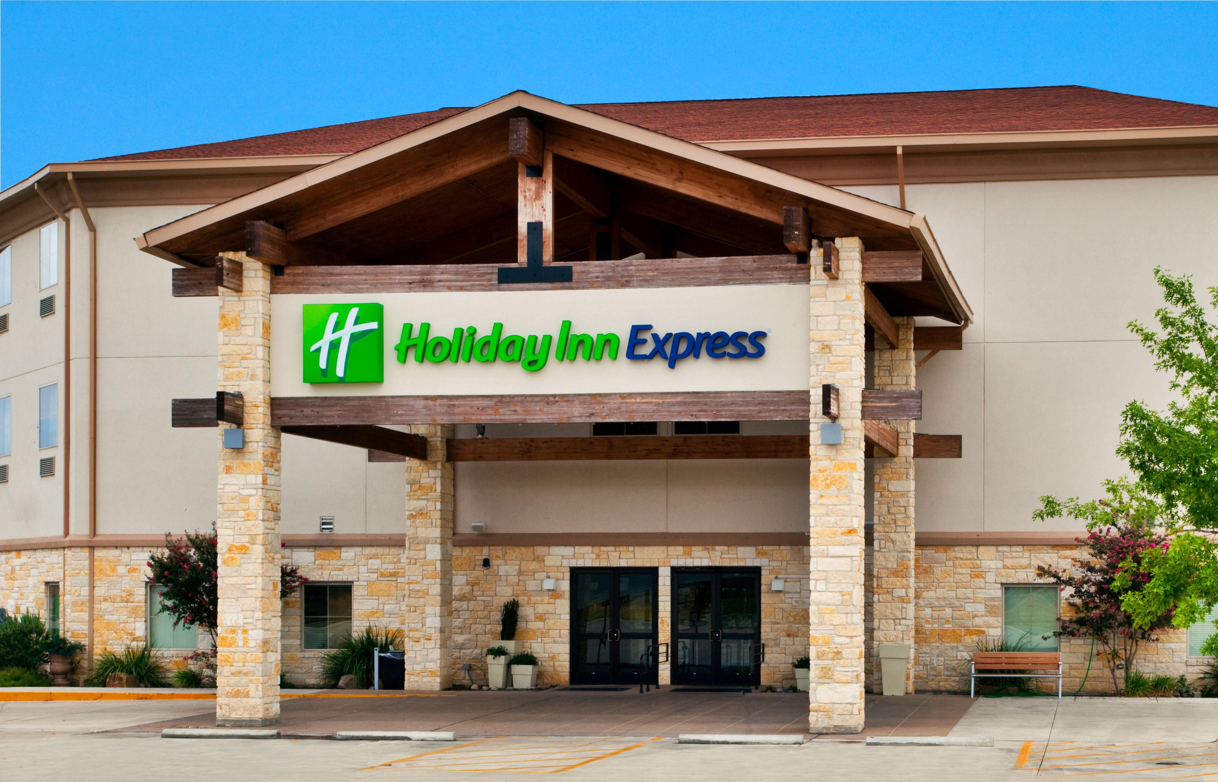 Holiday Inn Express & Suites Saint Robert - Leonard Wood image 5