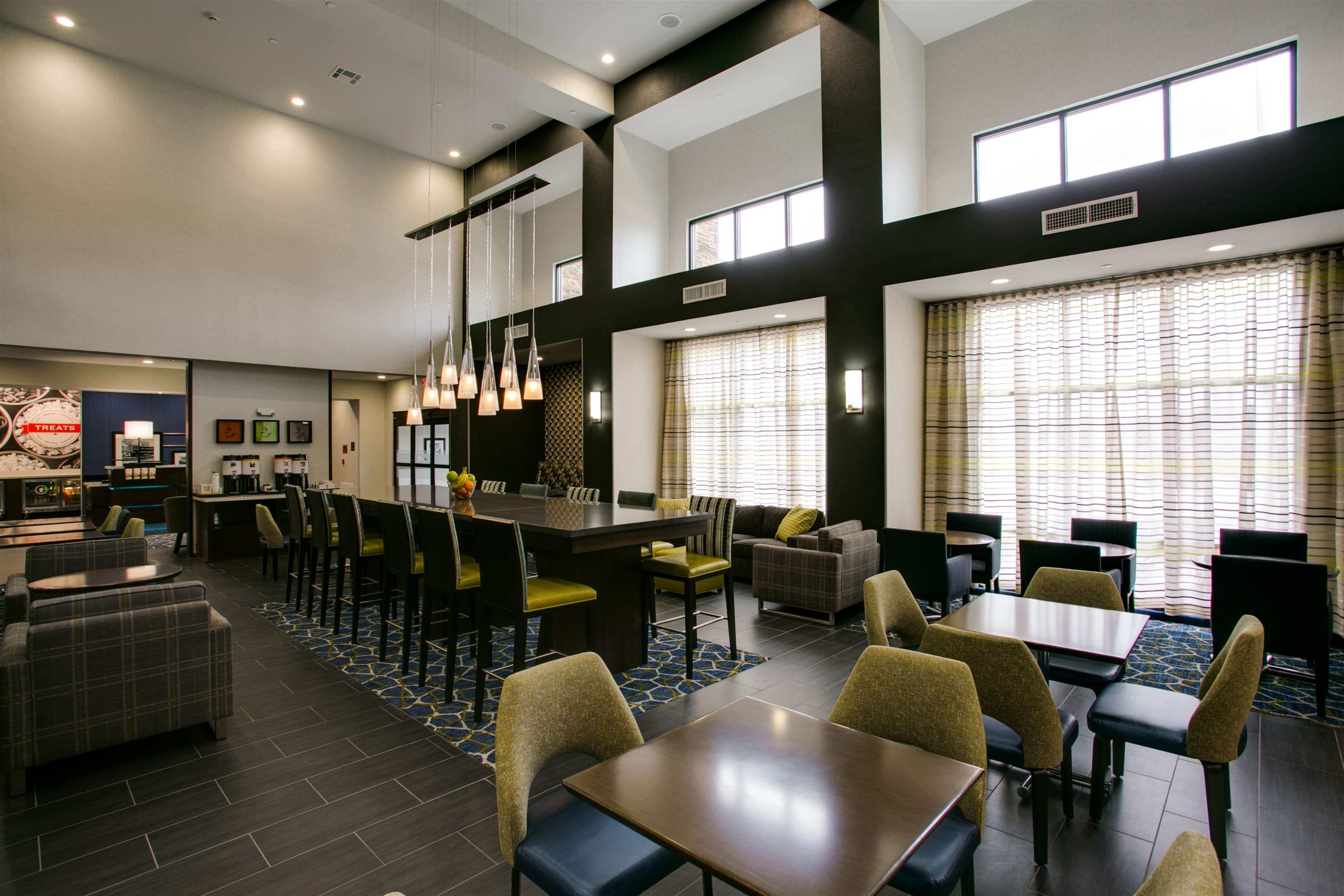 Hampton Inn & Suites Dallas/Ft. Worth Airport South image 6