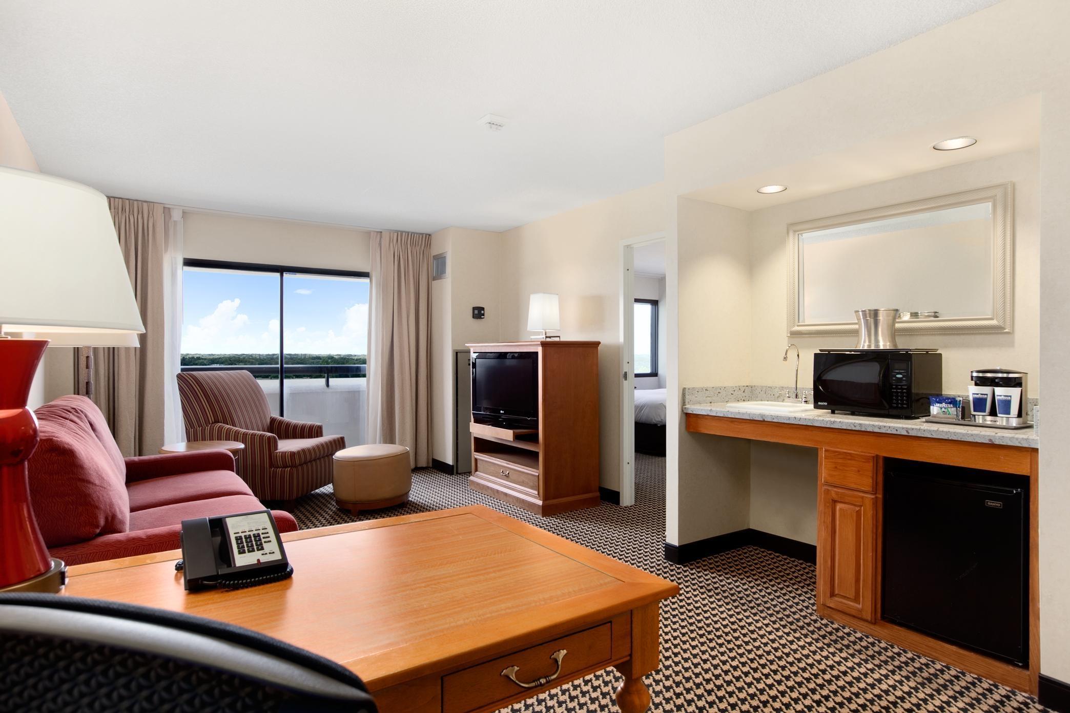 Hilton Chicago/Oak Brook Suites image 21