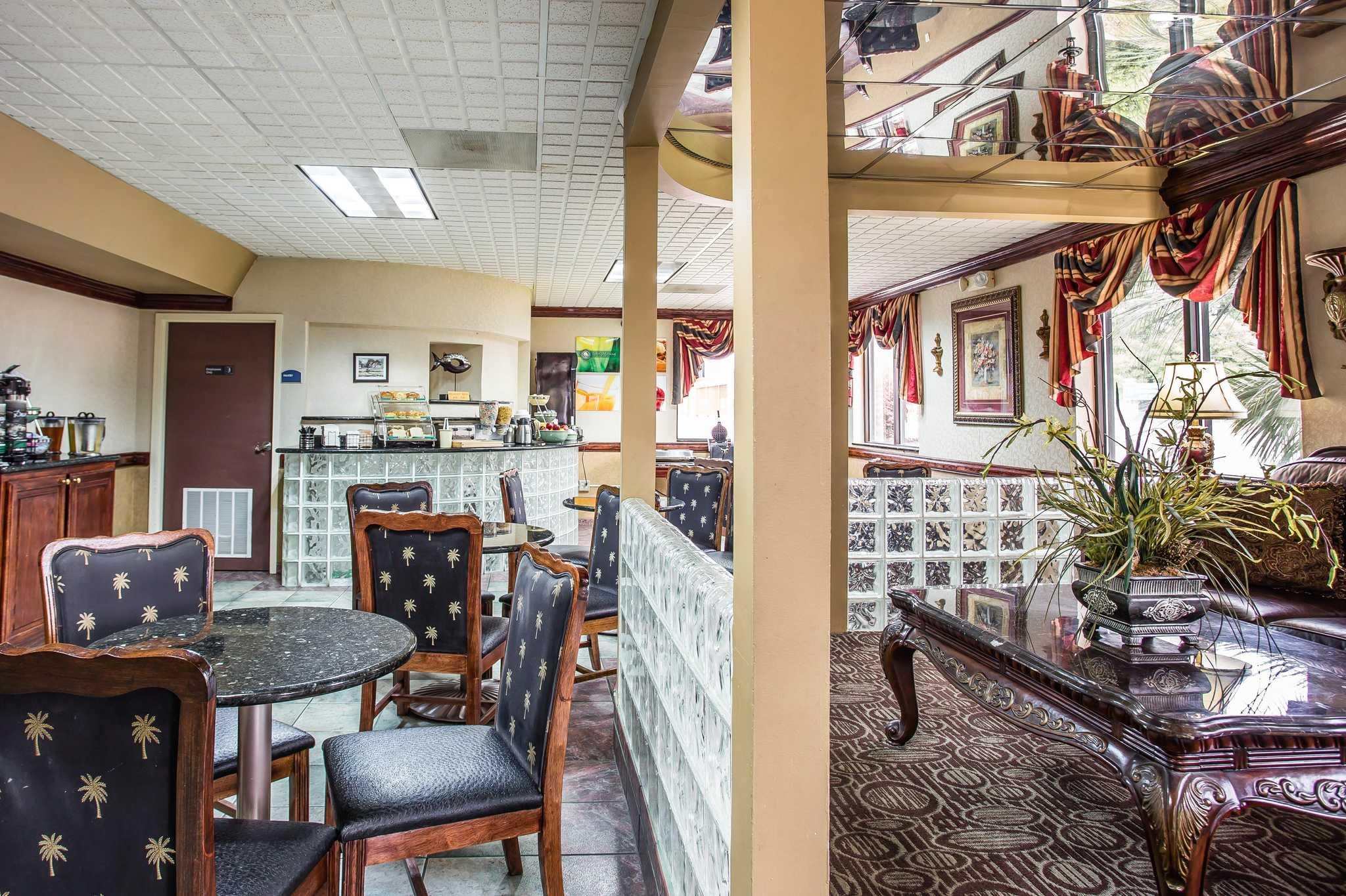 Quality Inn & Suites Ft. Jackson Maingate image 23