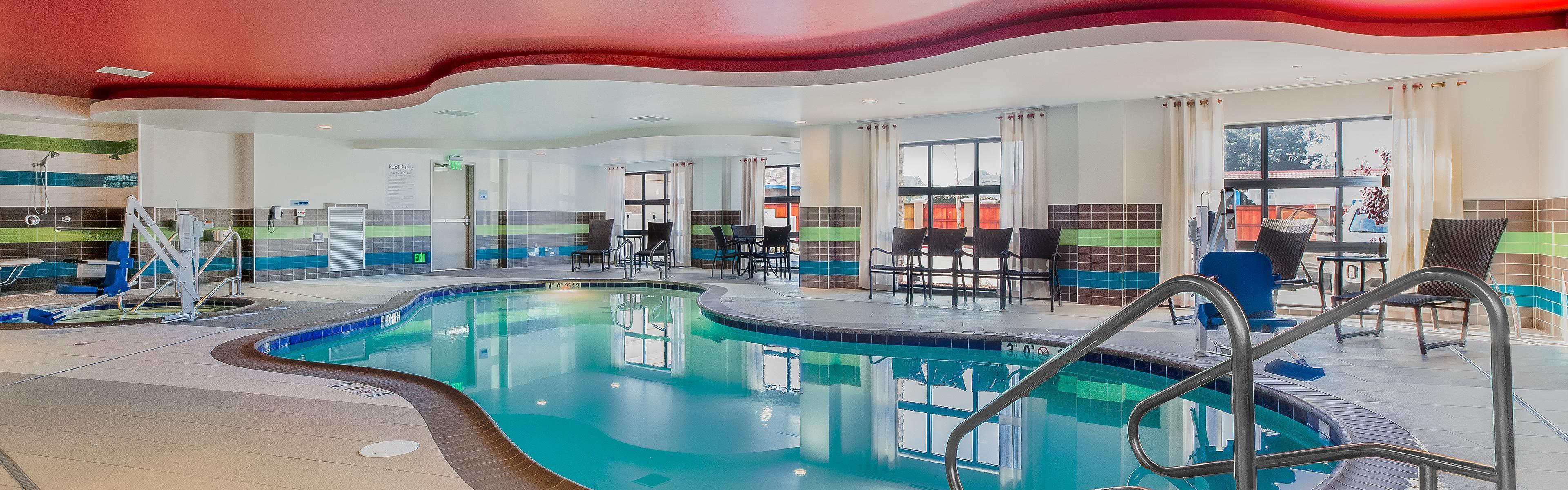 Holiday Inn Express & Suites Eureka image 2