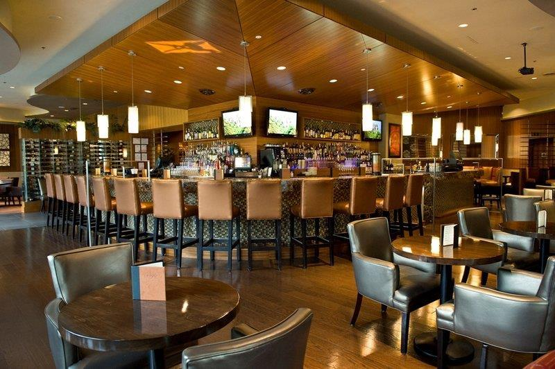 Best Western Plus Chateau Granville Hotel & Suites & Conference Ctr. in Vancouver: Edge Social Grille & Lounge Bar